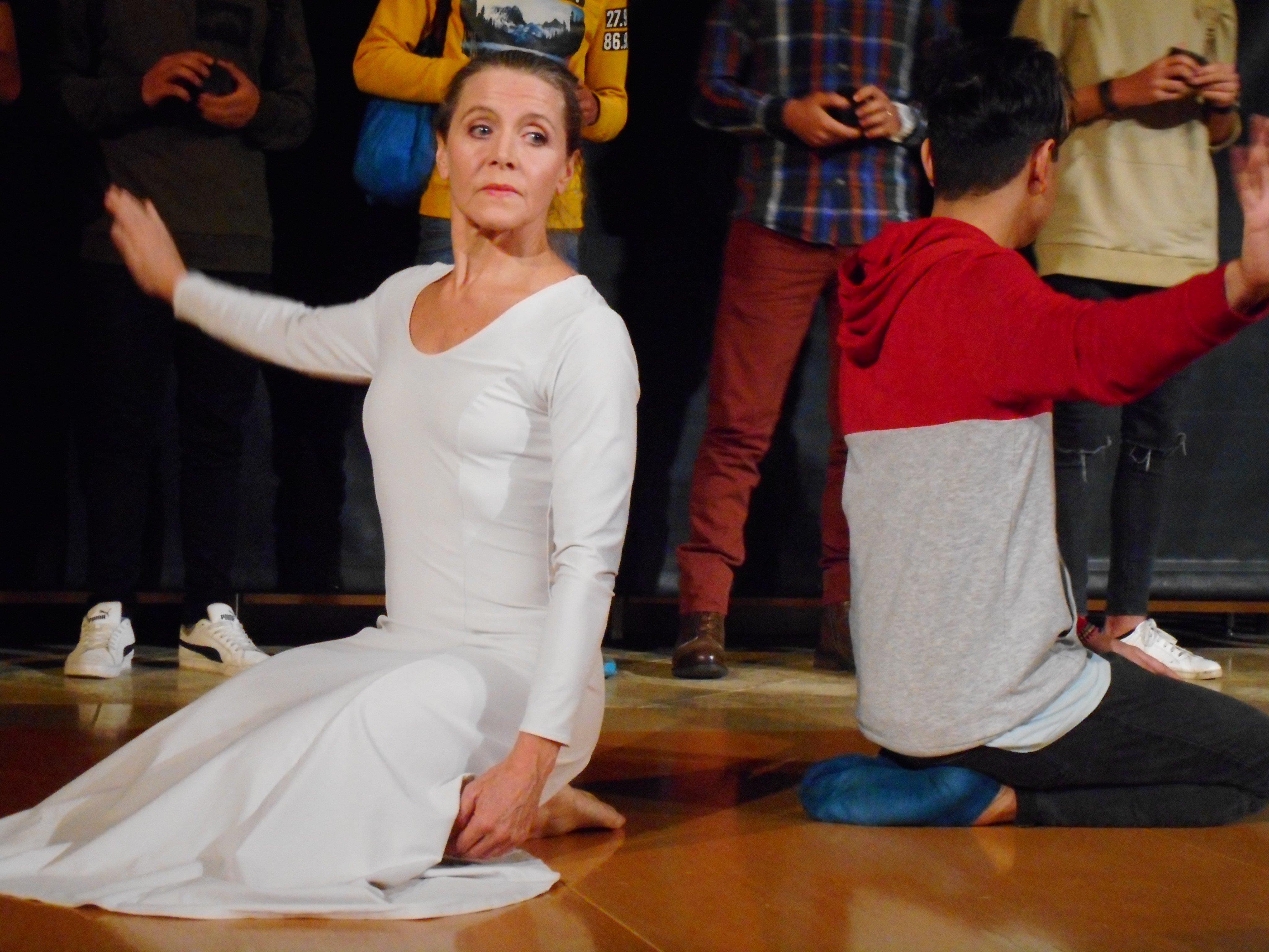 Auf unterschiedliche Weisen brachten Flüchtlinge von ihnen Erlebtes auf die Bühne - so etwa durch Tanz (hier Monika Mayer-Pavlidis und Ayman Jindi).