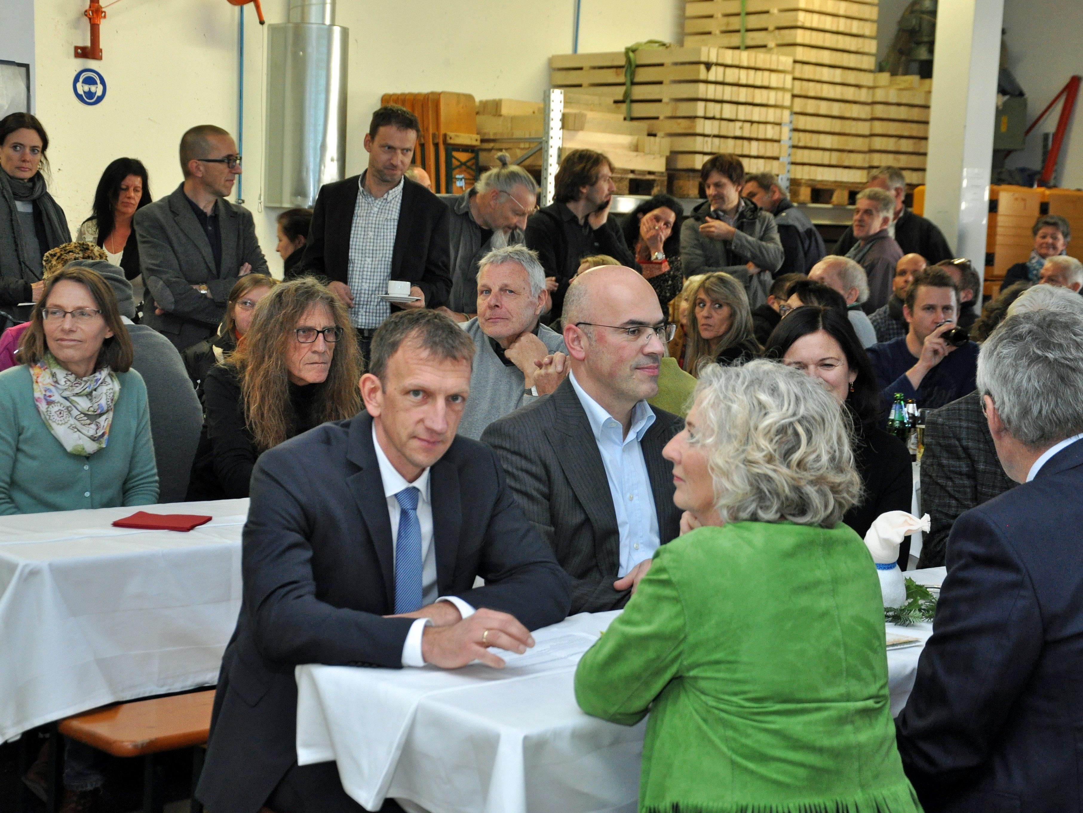 Viele Gäste waren gekommen um gemeinsam mit den Verantwortlichen der Kaplan Bonetti Arbeitsprojekte Geburtstag zu feiern.