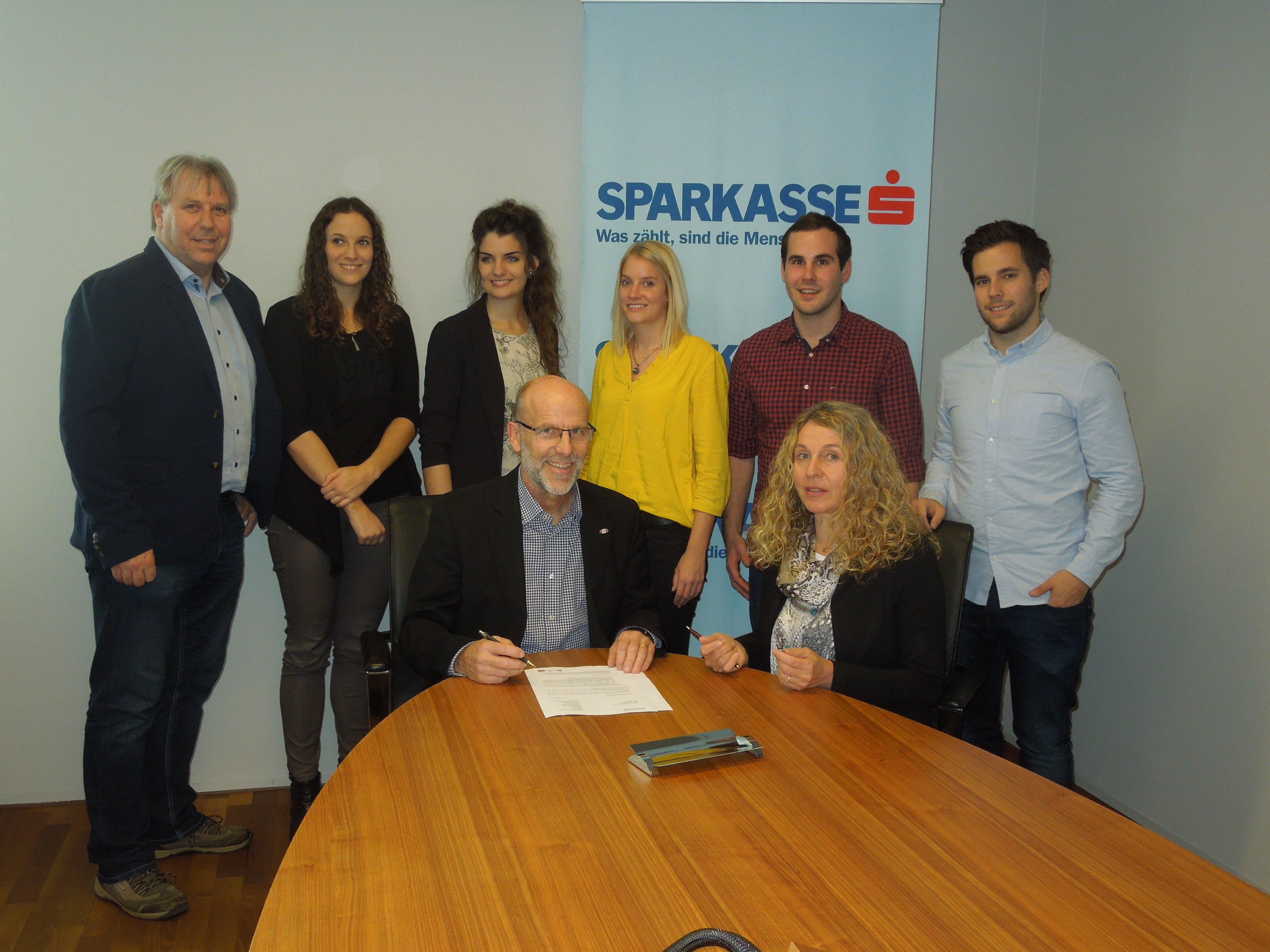 Der Kooperationsvertrag der Vorarlberger Sparkassen und dem Schulsport Vorarlberg wurde letzte Woche bereits zum vierten Mal unterzeichnet.