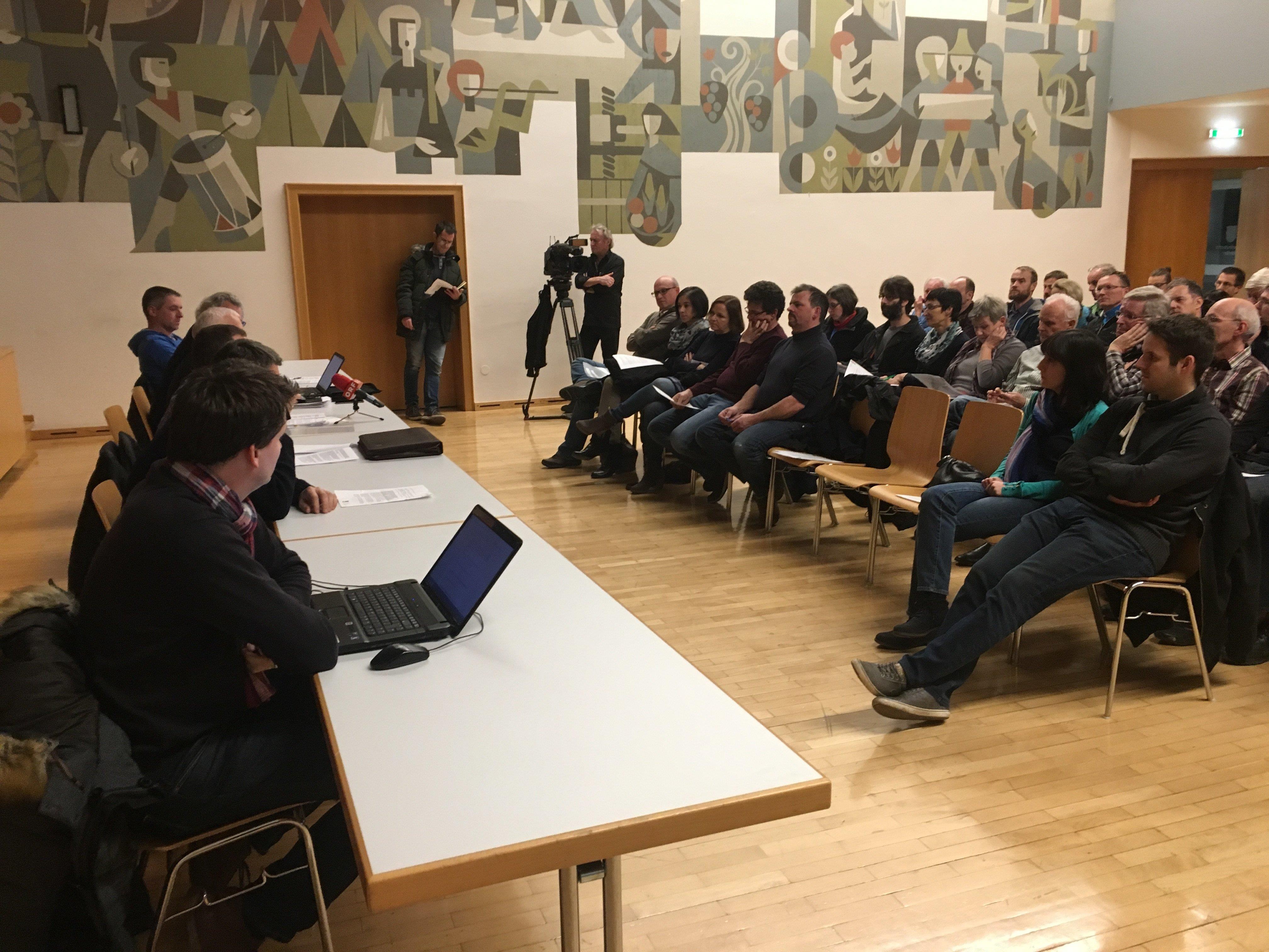 Der Gemeindevorstand von Weiler stellte sich am Montag der Diskussion mit rund 50 Bürgern.