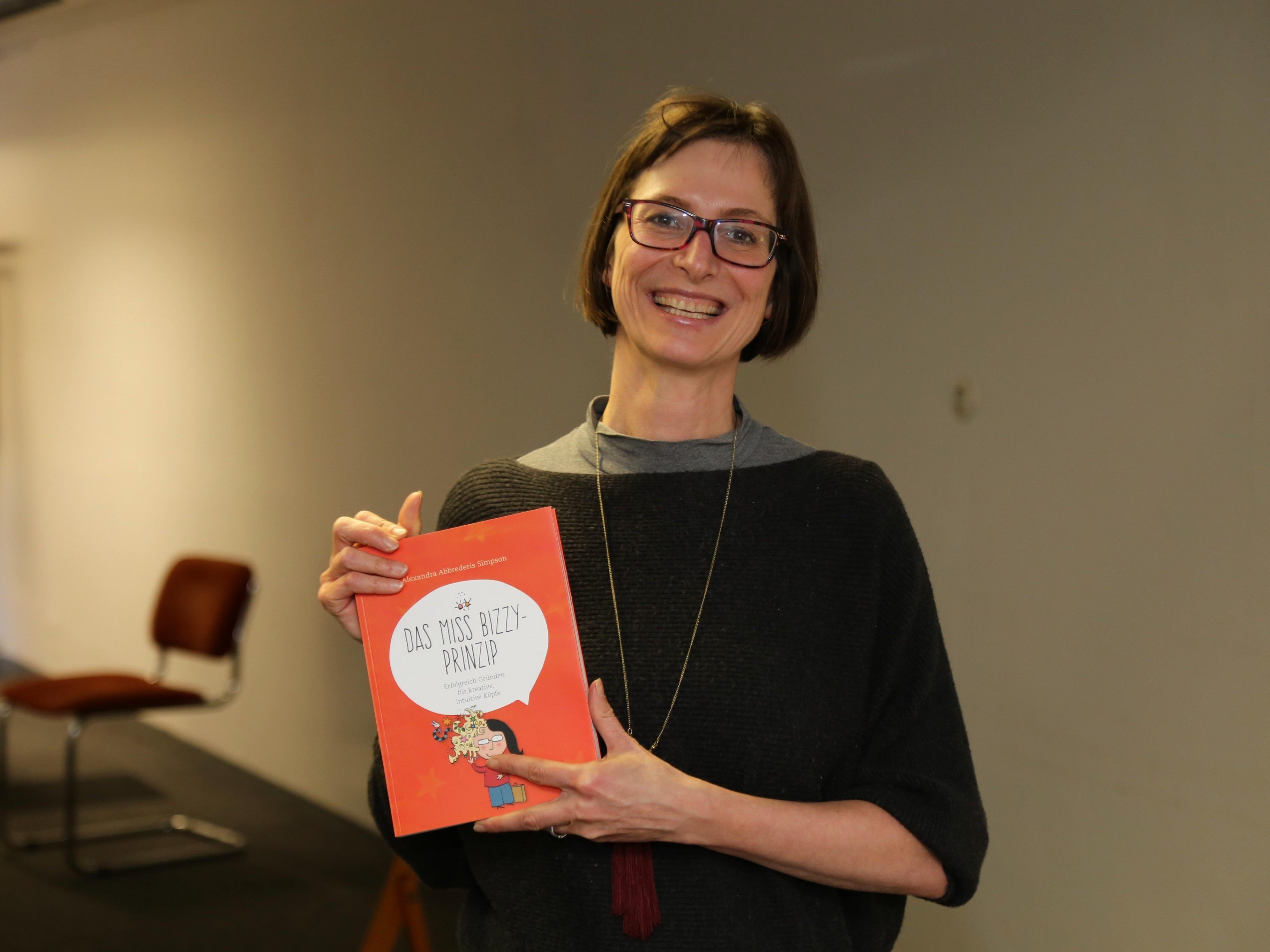 """Alexandra Abbrederis Simpson stellte ihr erstes Buch """"Das Miss Bizzy Prinzip"""" vor und veranstaltete dazu einen Workshop."""