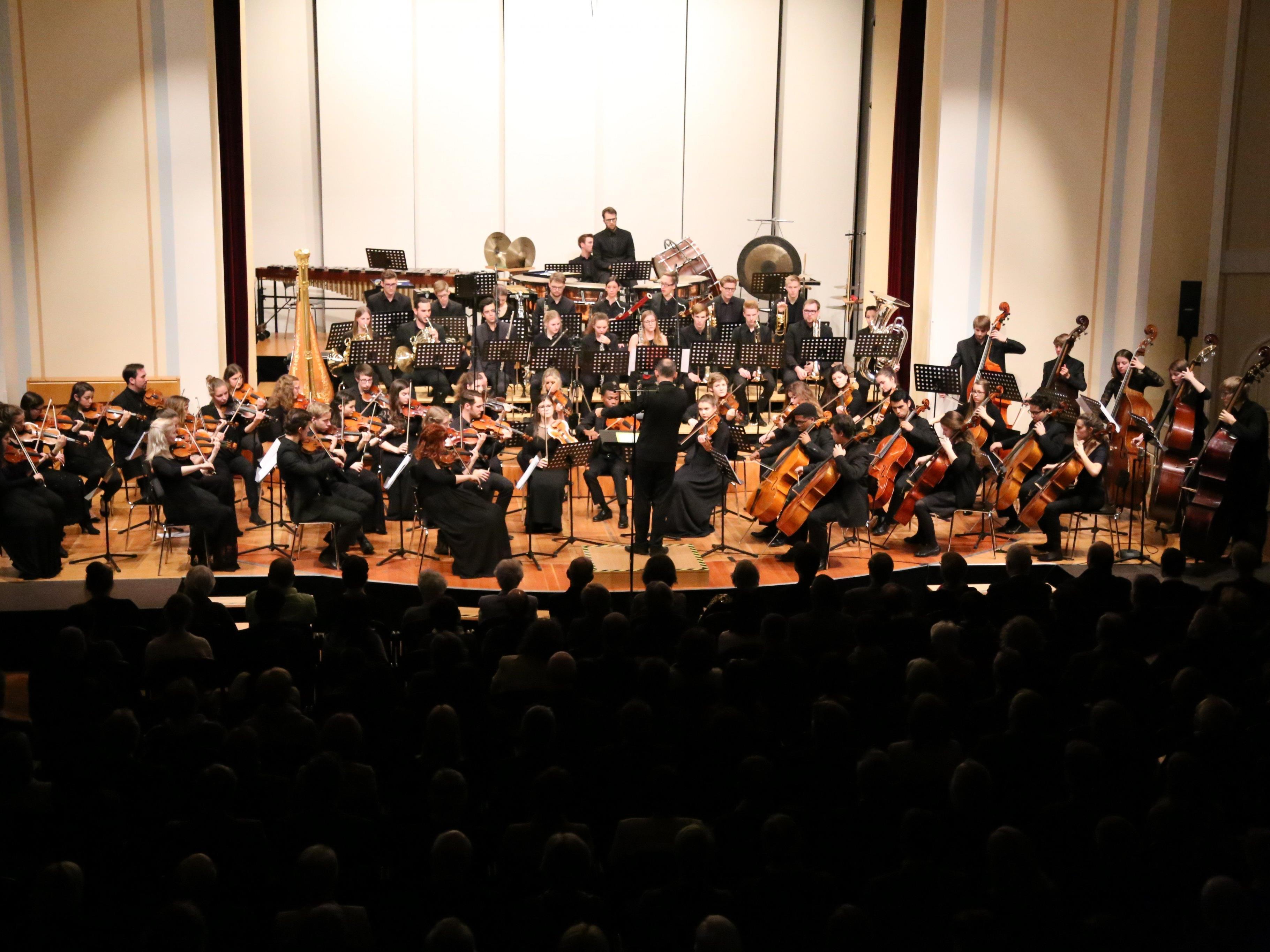 Weihnachtsmatinee mit dem Sinfonieorchester des Vorarlberger Landeskonservatoriums unter der Leitung von Benjamin Lack.