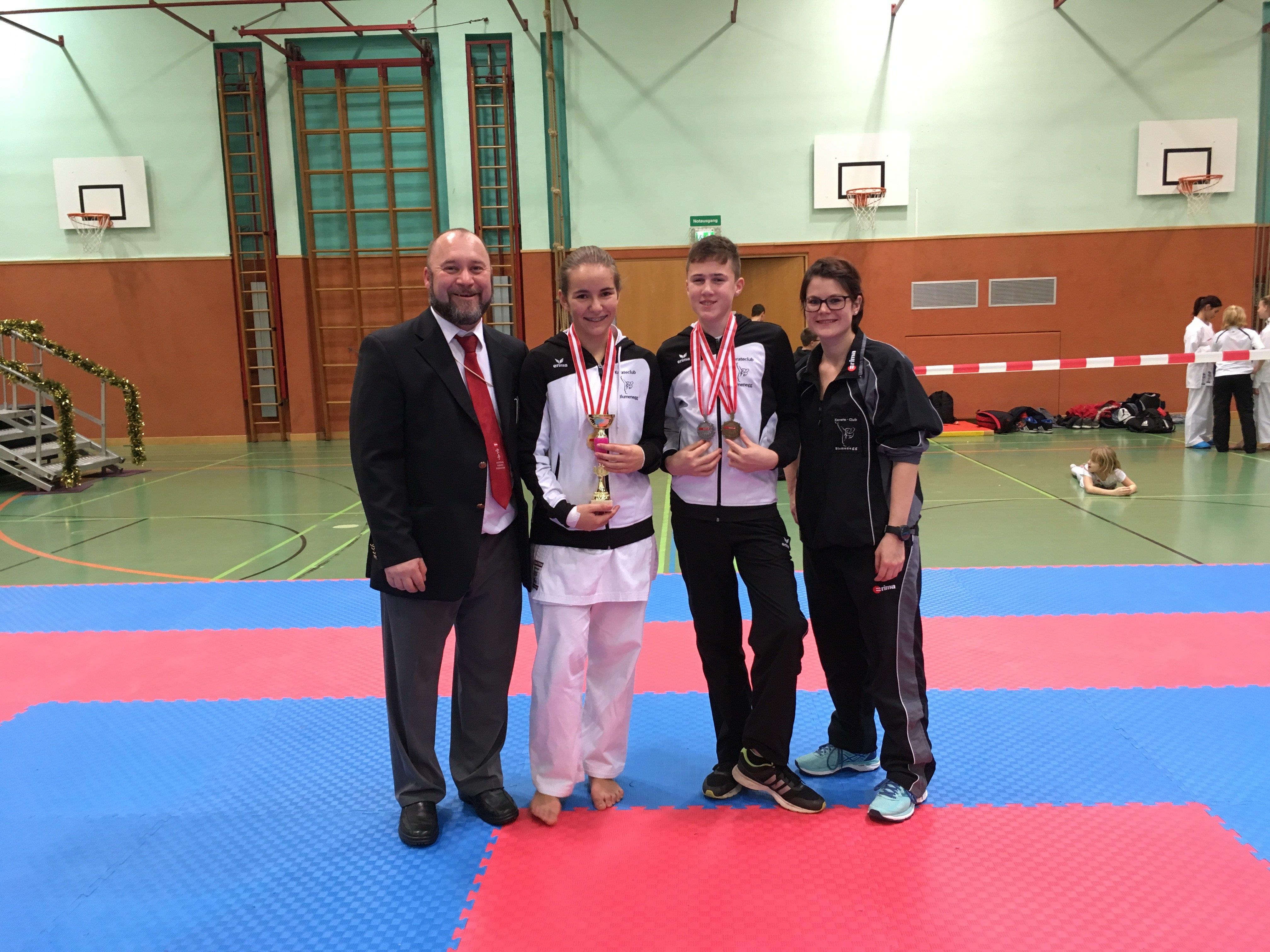 Gruppenfoto mit Medaillengewinnern