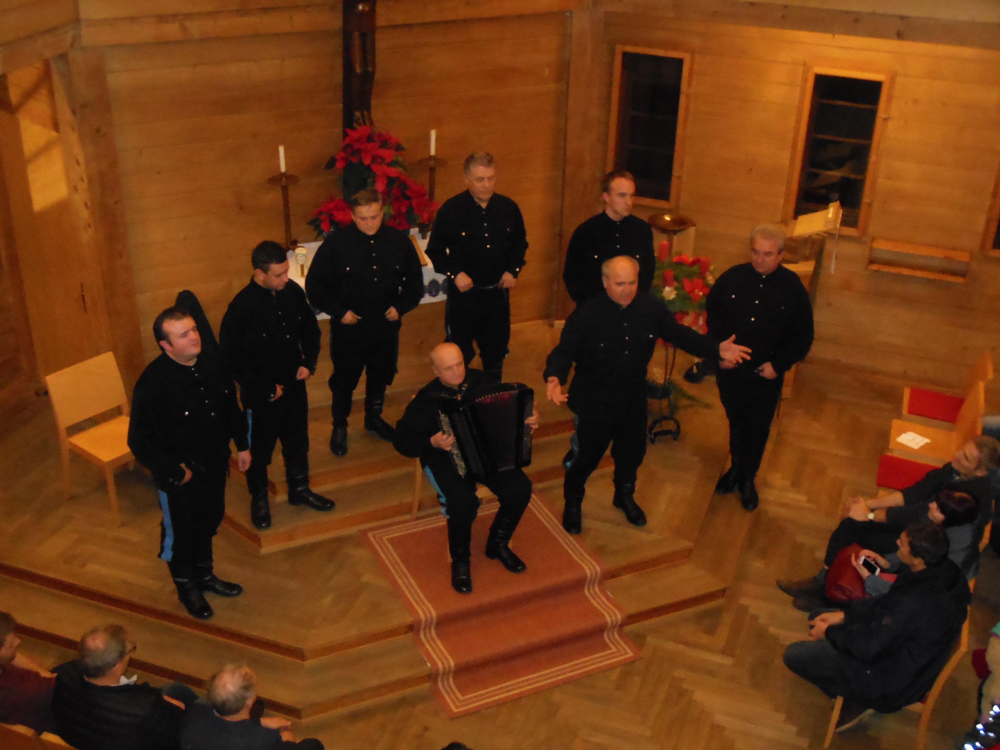 """Der Ural Kosaken Chor entführte mit seinen Liedern ins """"Schneeverwehte Russland""""."""