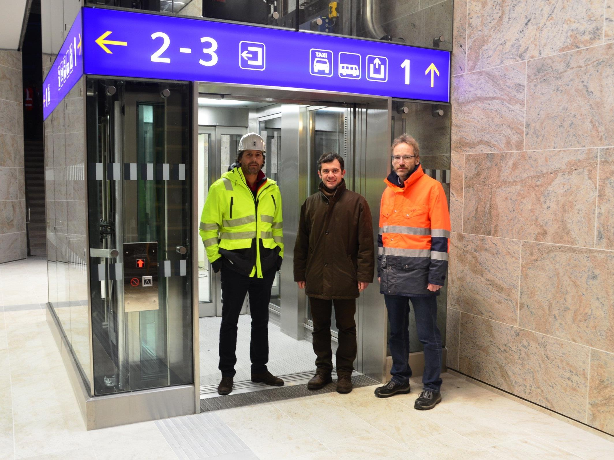 Bürgermeister Martin Summer (Bildmitte) mit ÖBB Projektteamleiter Harald Schreyer (re.) und Bauaufsicht Udo Tschermanegg.