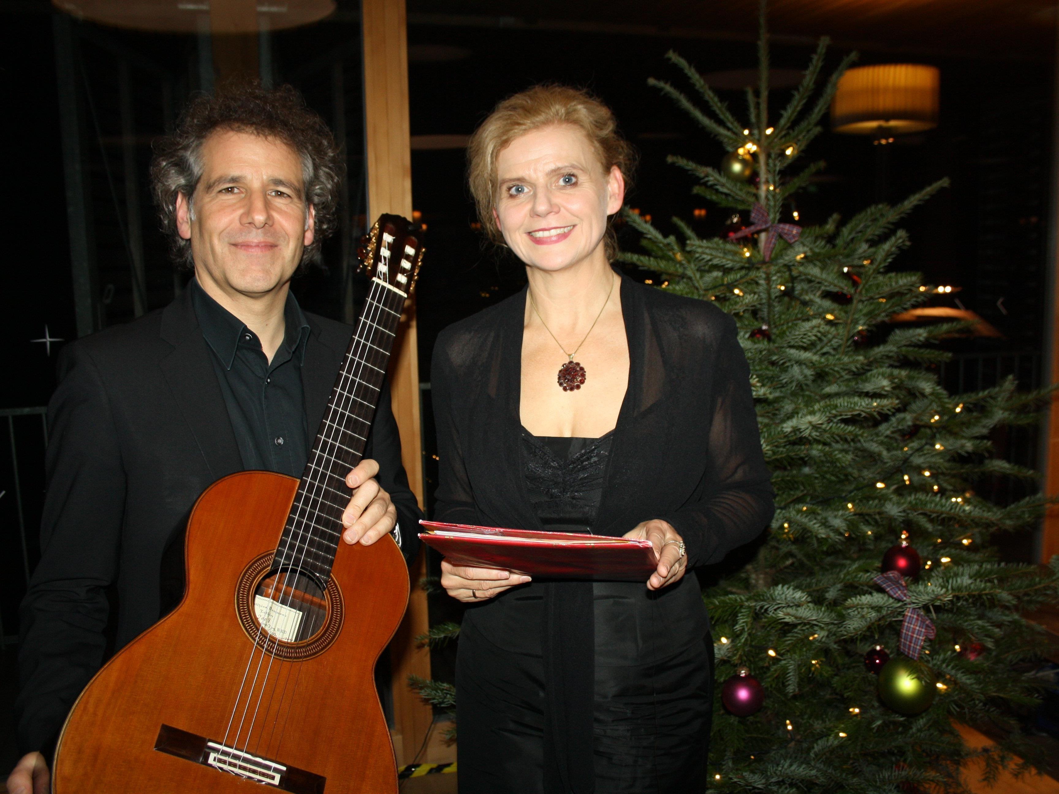 """Als bewährte und geschätzte Interpreten gestalten auch in diesem Jahr Renate Bauer und Alexander Swete den traditionellen """"Schloss Hofener Advent""""."""