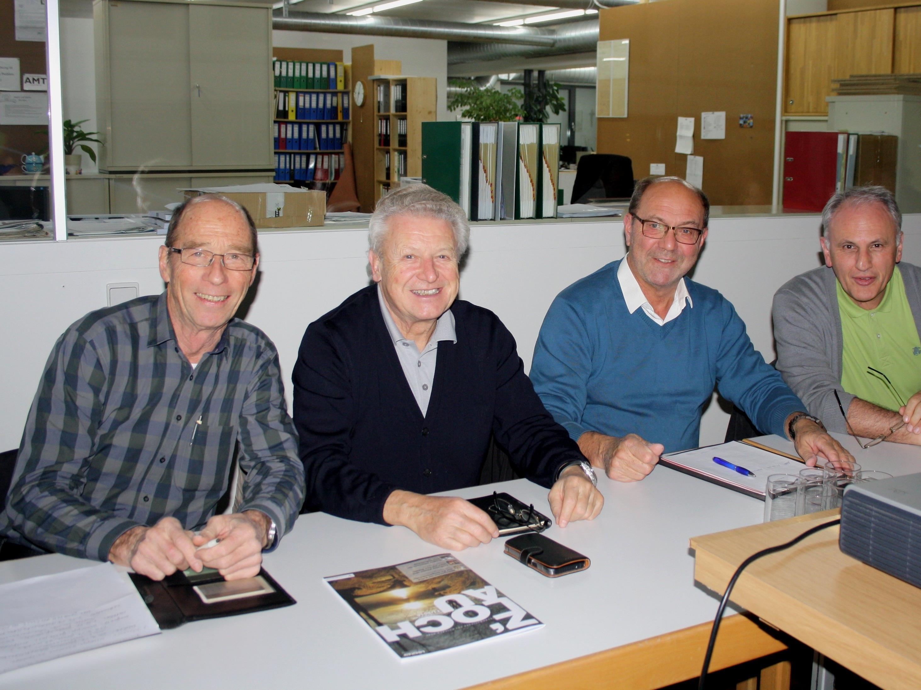 """""""Termine-Sitzung"""" im Gemeindeamt: Manfred Heimbach (Männergesangverein), Benno Wagner (Weltladen), Charly Weltle (Alte Fähre) und Wolfram Baldauf (Musikverein)."""