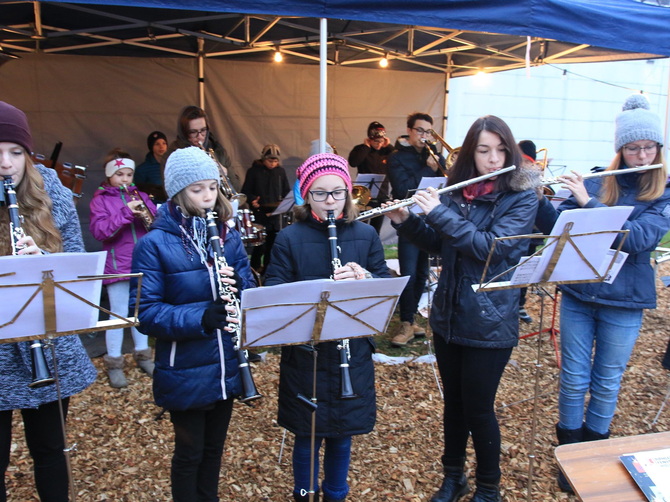 Die Jugendmusik des MV Concordia mit stimmungsvollen weihnachtlichen Klängen
