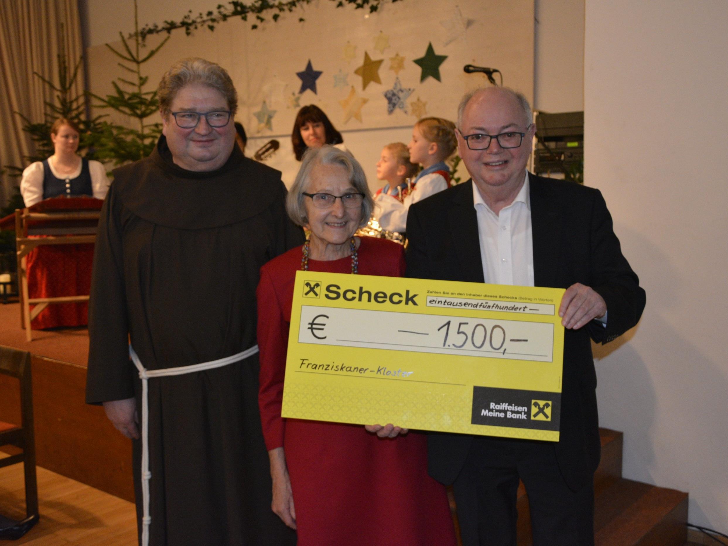 Feierliche Scheckübergabe zugunsten des Dornbirner Klosters.