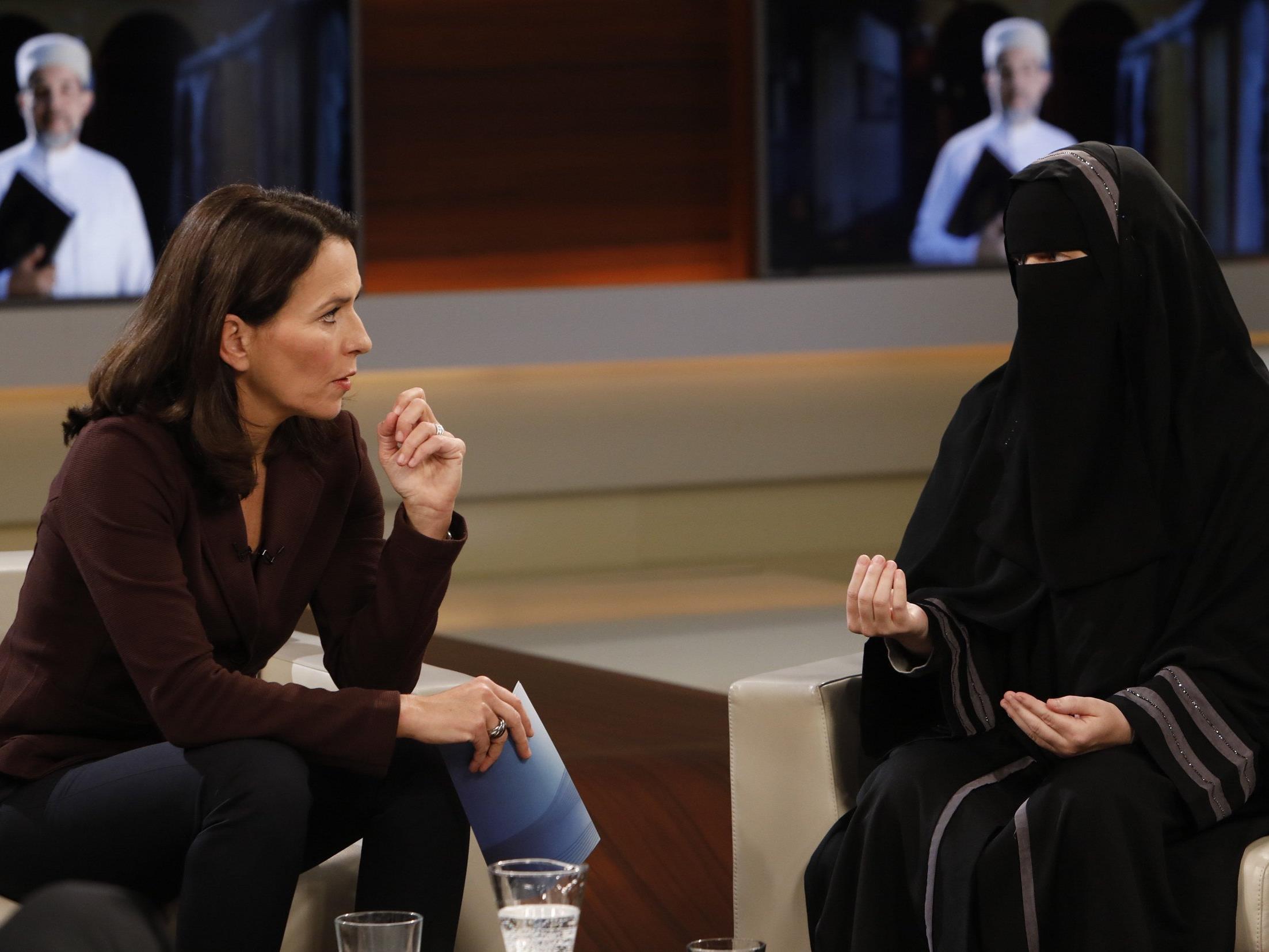 Nachdem Auftritt der Niqab-Trägerin Nora Illi liegen mehrere Anzeigen gegen Moderatorin Anne Will vor.