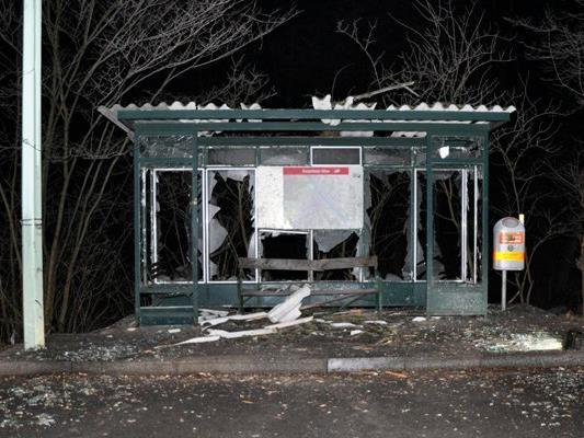 Die Bushaltestelle wurde komplett zerstört.