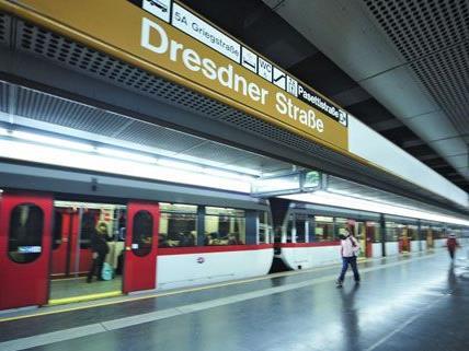 Der Vorfall geschah unweit der U6-Station Dresdner Straße in einem Stiegenhaus