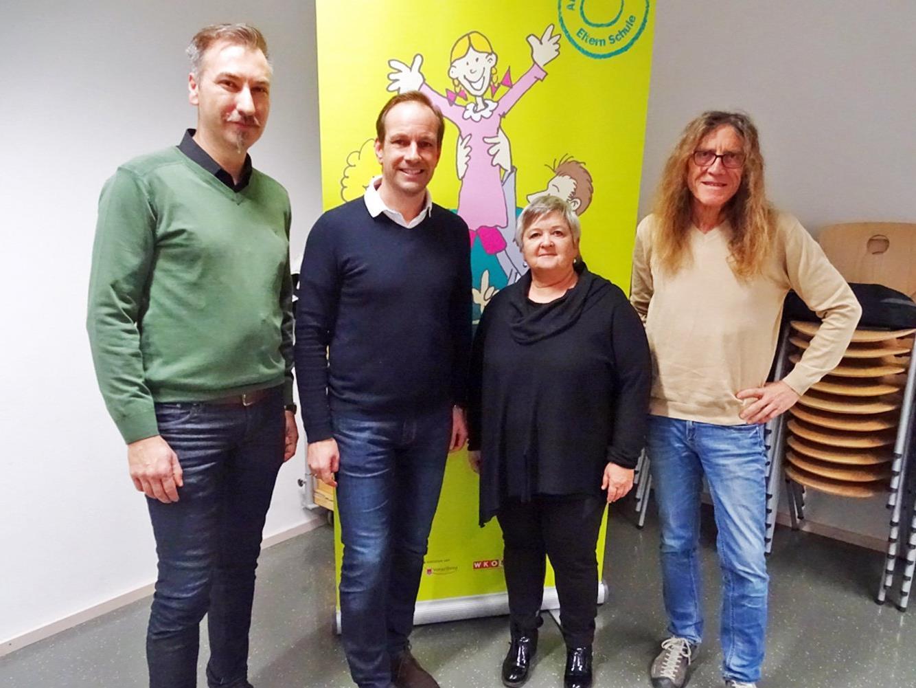 v. l. Projektleiter Mustafa Can, Bürgermeister Dieter Egger, Landeschulinspektorin Karin Engstler, Vizebürgermeister Bernhard Amann