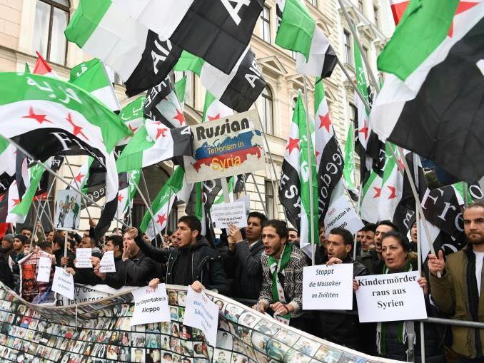 Demo vor der russischen Botschaft in Wien.