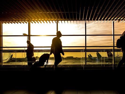 Wer online einen Flug bucht, sollte Preise vergleichen.
