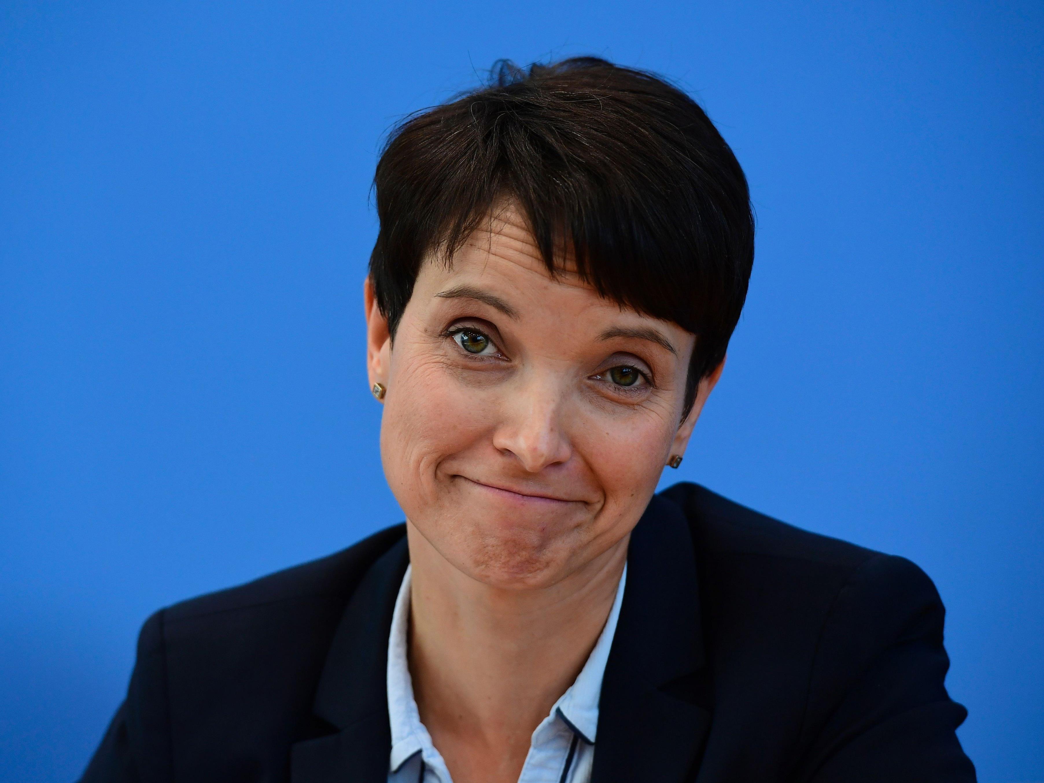 Ein Foto soll die Gerüchte um die Schwangerschaft von AfD-Co-Chefin Frauke Petry bestätigen.
