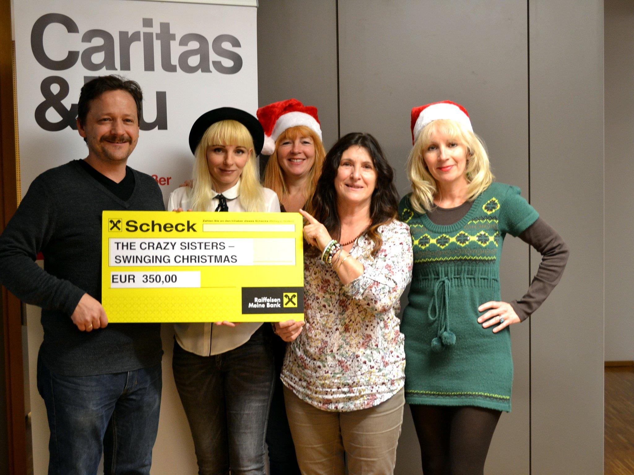 """Bei der Scheckübergabe bedankte sich Edda Borg vom Caritas Lerncafé Götzis für das großartige Engagement der """"Crazy Sisters - Karin und Bernhard Posner, Brigitte Kleinheinz und Heidi Dittmann - recht herzlich."""