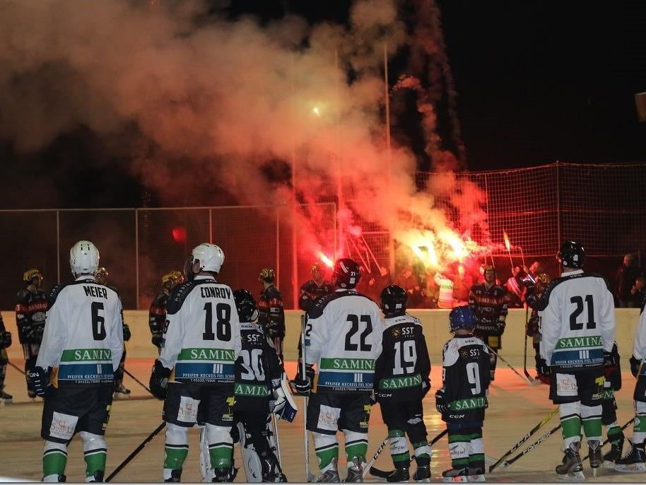 """Mit einem """"Feuerwerk"""" wurden die Teams Rankweil und VEU begrüßt."""