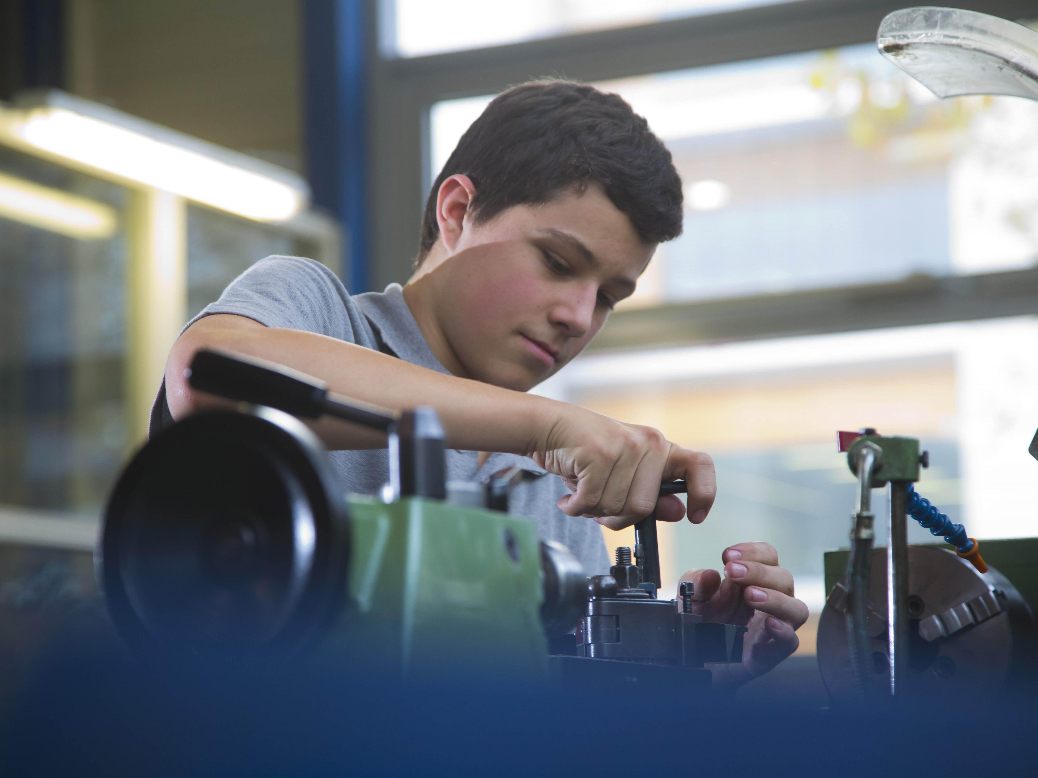 """Das Land Vorarlberg führt das Ausbildungsprogramm """"Überbetriebliche Lehrausbildung"""" auch im nächsten Jahr fort."""