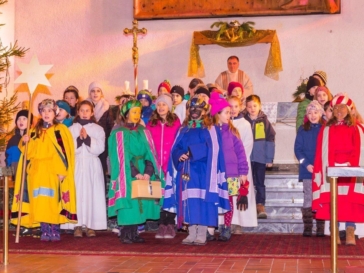 36 Kinder beteiligten sich 2017 an der Dreikönigsaktion in Vandans und sammelten mit ihren Begleitpersonen über 8.000 Euro