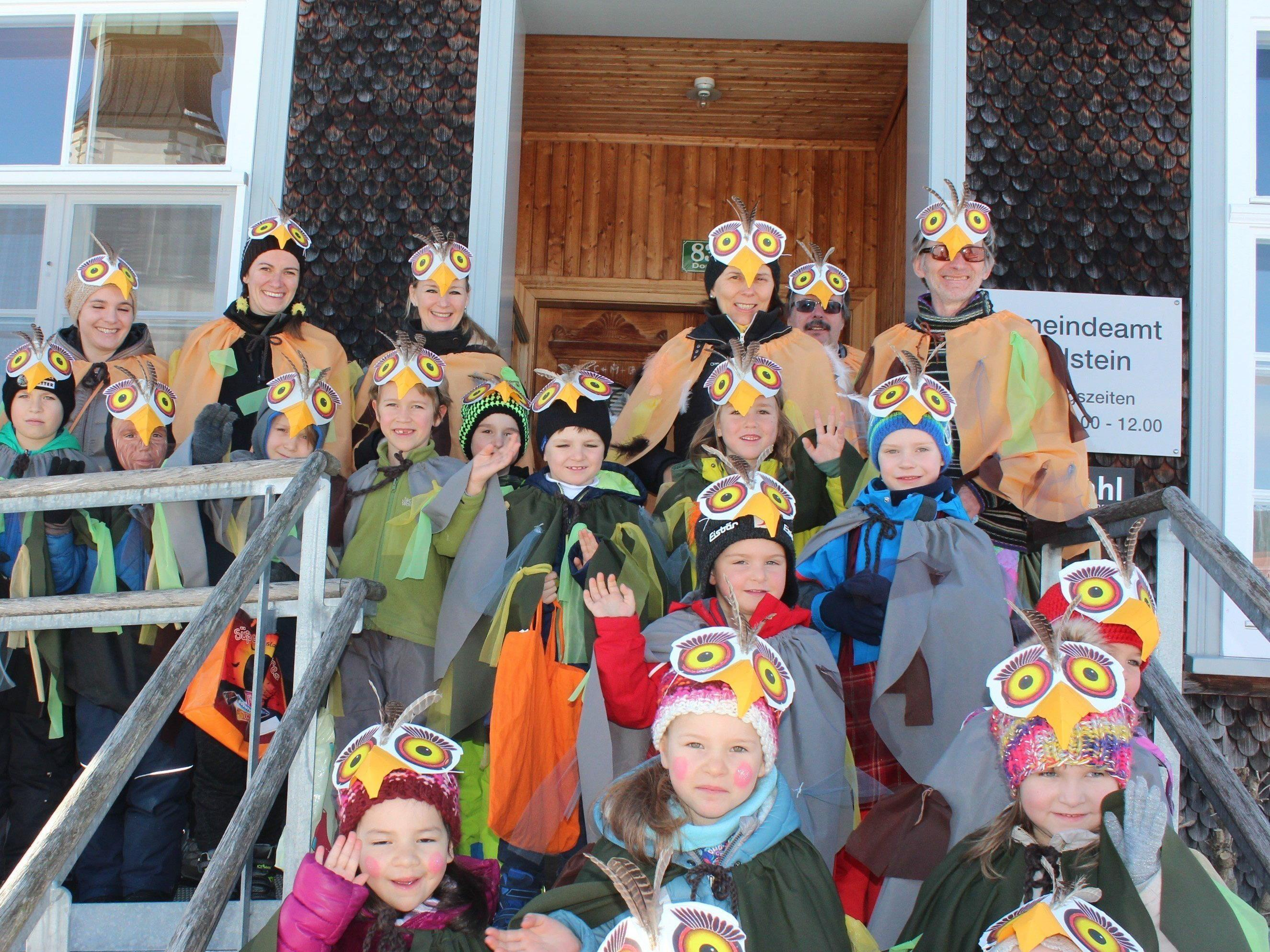 Die Kindergarten- und Volksschulkinder holten Bürgermeisterin Judith Schilling-Grabher ab.