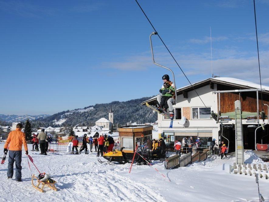 An der Talstation Brüggelekopf liegt jetzt endlich auch wieder Schnee (Archivbild).