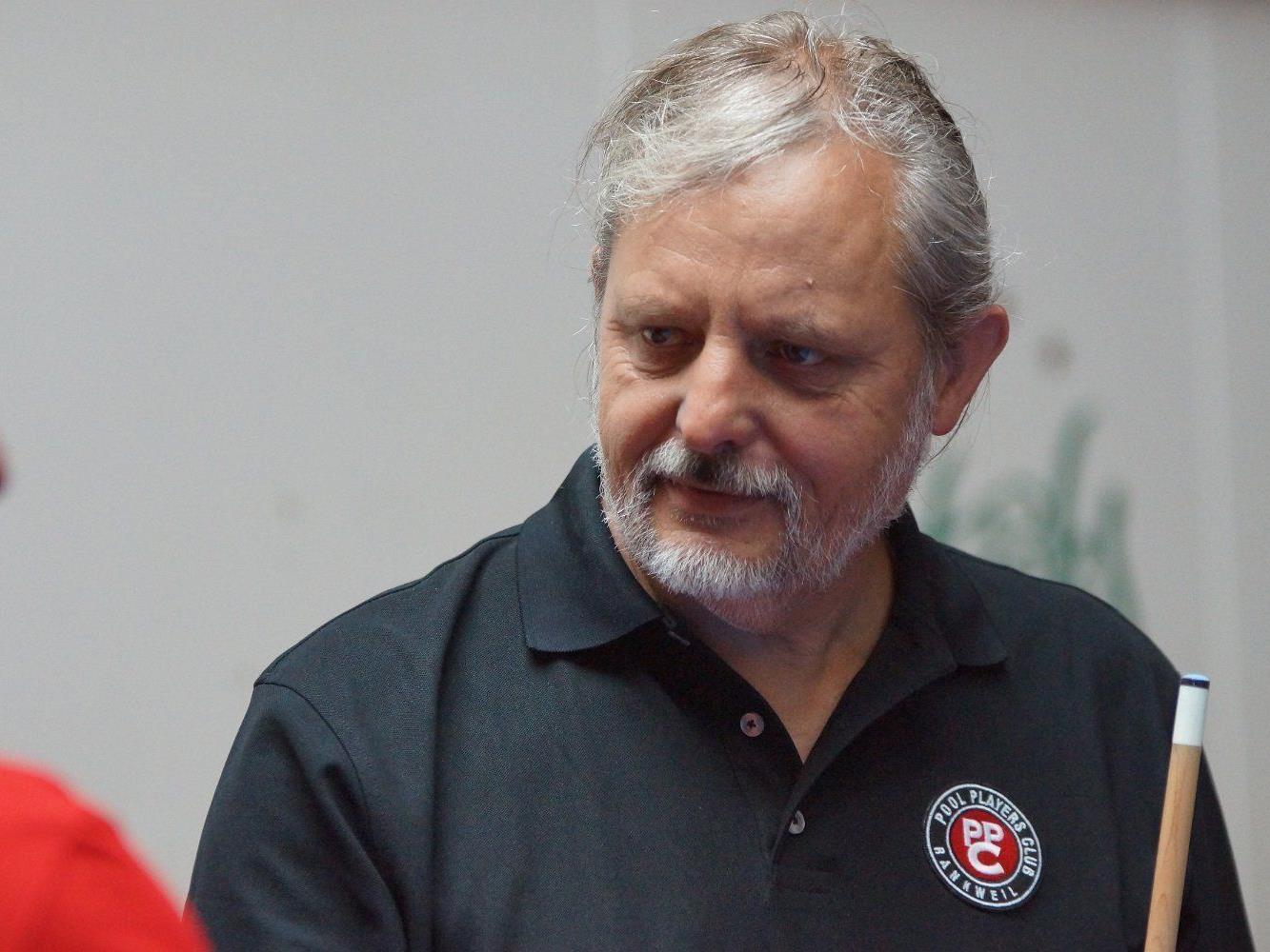 Vereinsobmann Josef Bischof leitet die Anfängerkurse