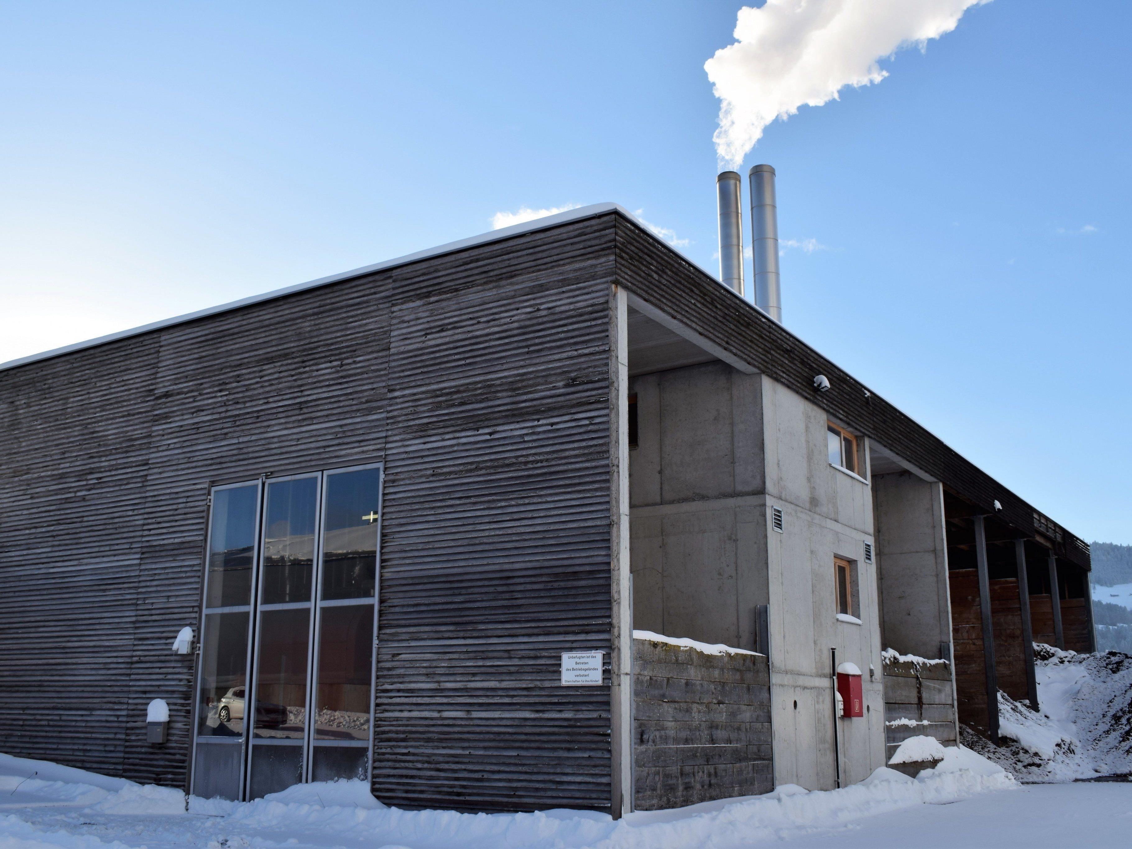 Das Biomasseheizwerk versorgt die Kunden mit Wärme aus erneuerbarer Energie.