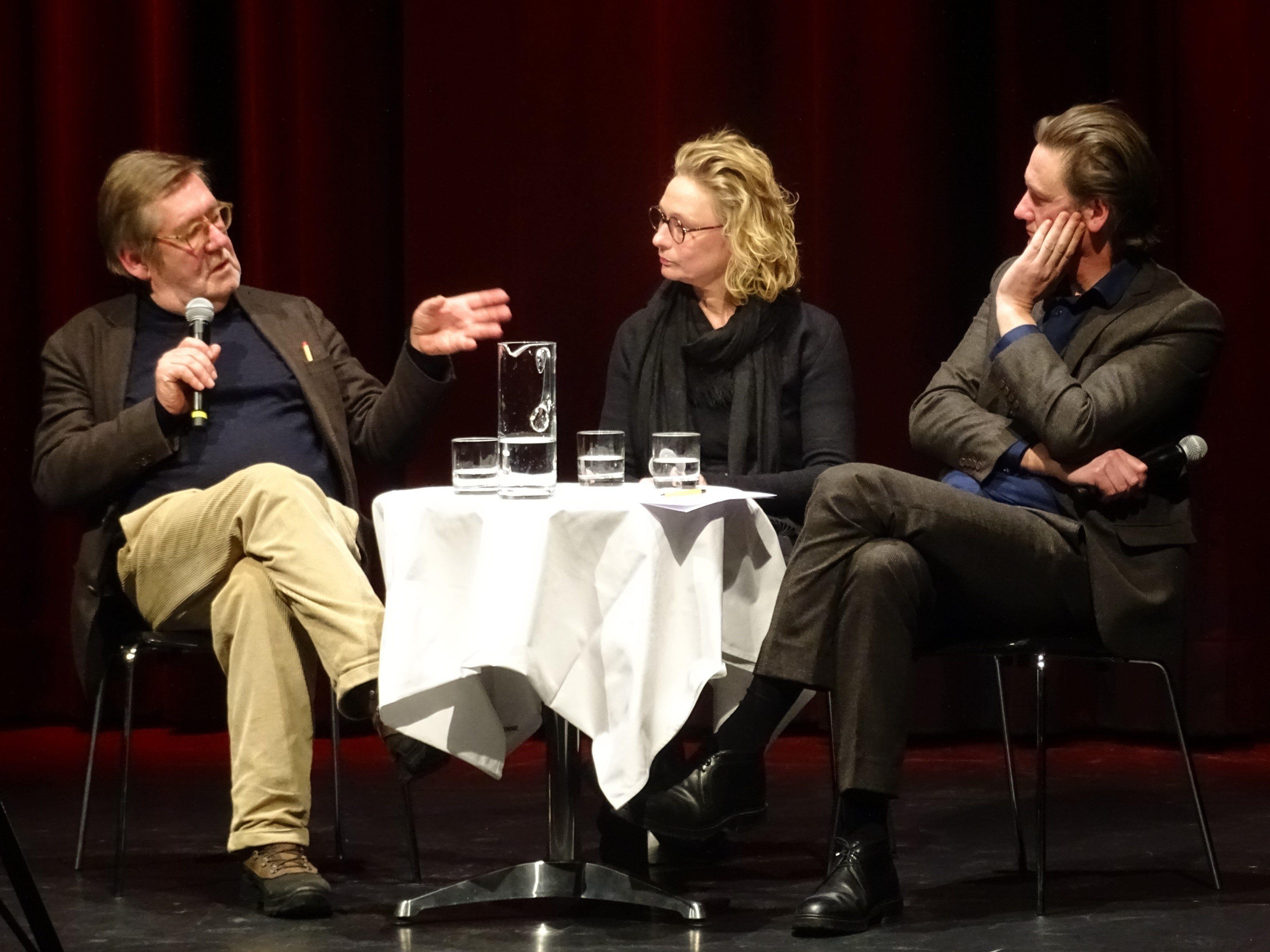 Die beiden Künstler Gottfried Bechthold und Thomas Feuerstein diskutierten in der Remise über Begrifflichkeiten in der modernen Kunst.
