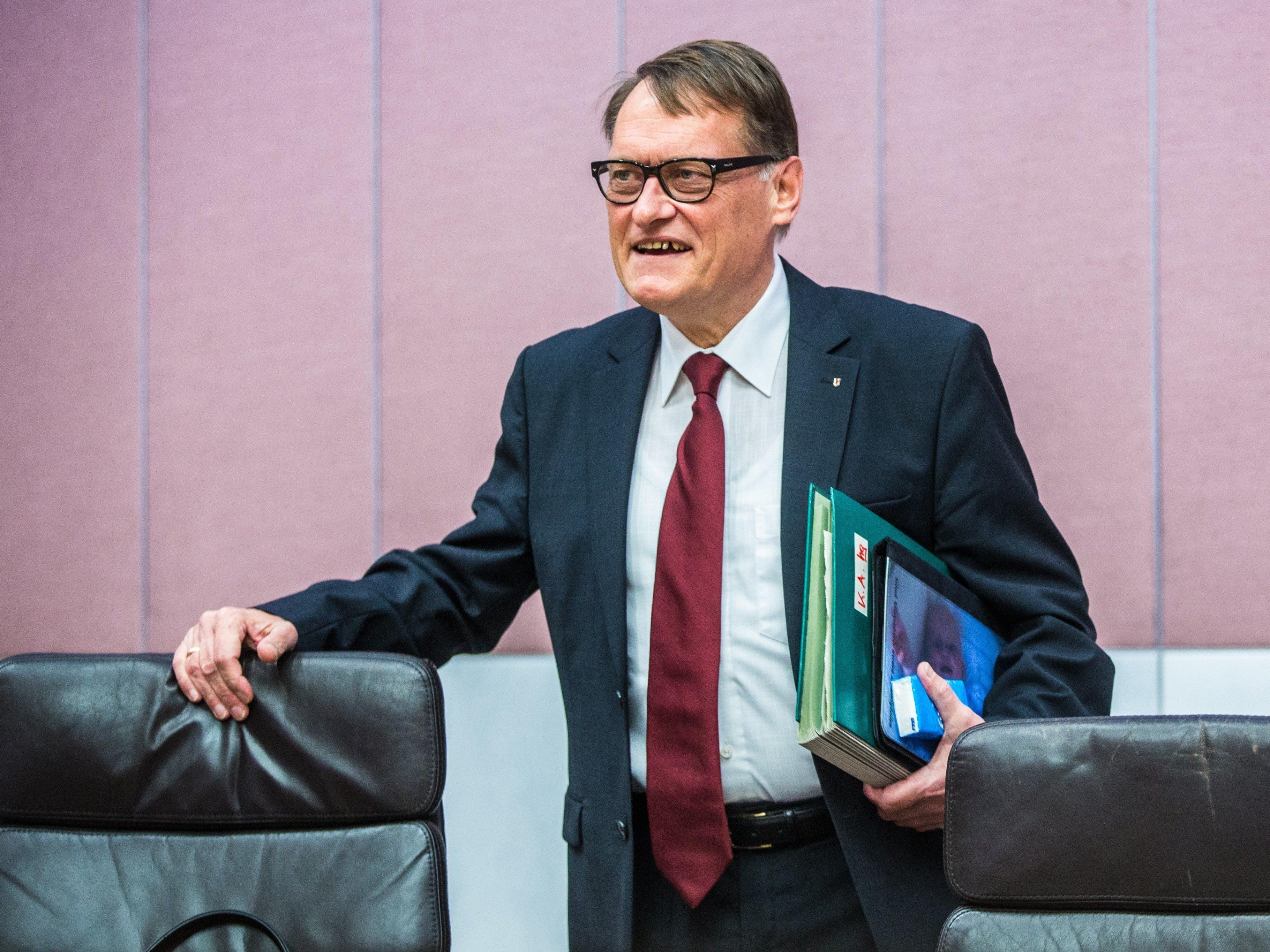 FPÖ-Verkehrssprecher Ernst Hagen kritisiert Naturschutzrätin Gerlind Weber.