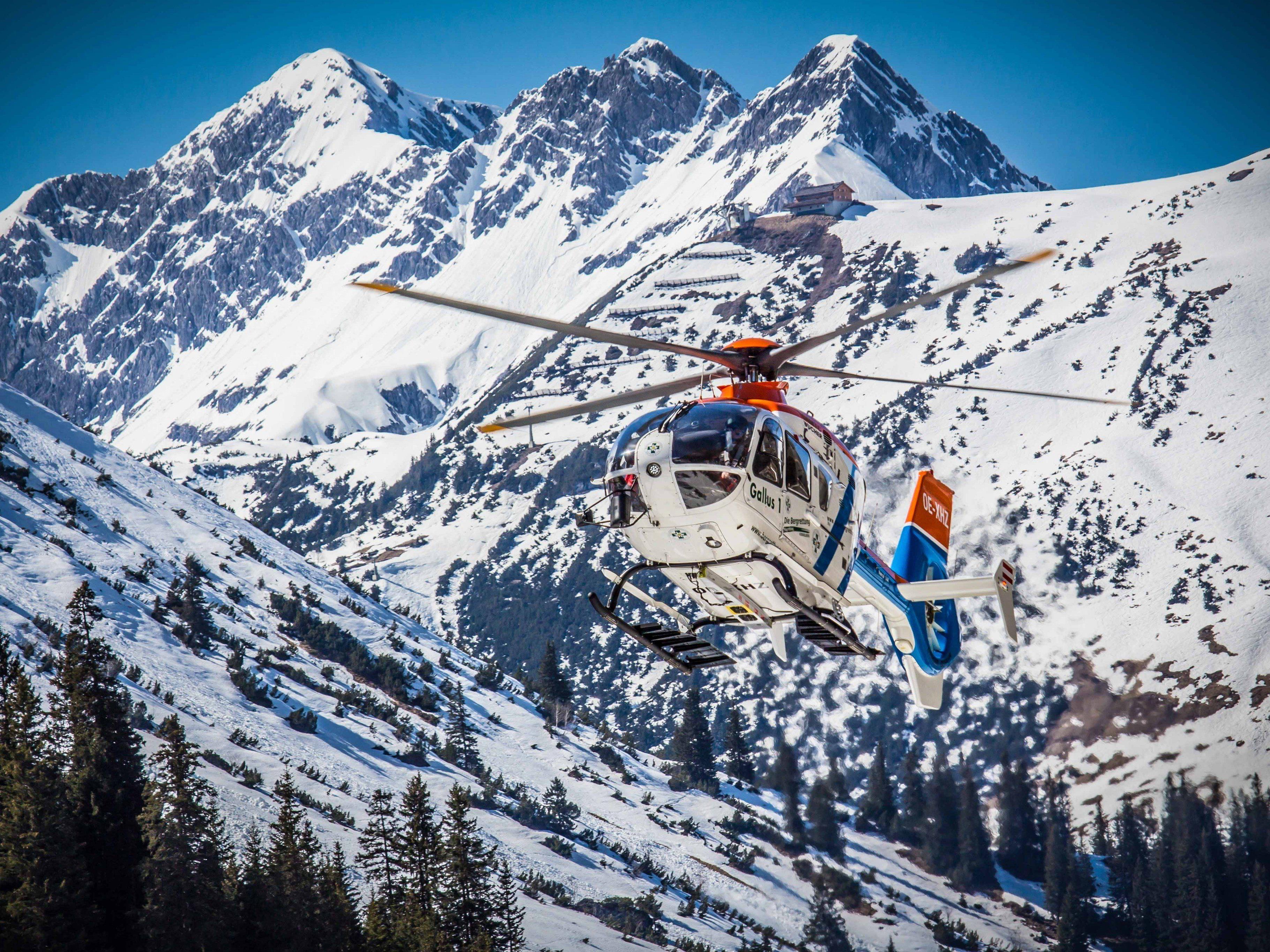 """Ein Skifahrer aus Deutschland (30) stürzte am Donnerstag im Bereich """"Rote Wand"""" etwa 20 Meter tief über eine Felskante und verletzte sich."""