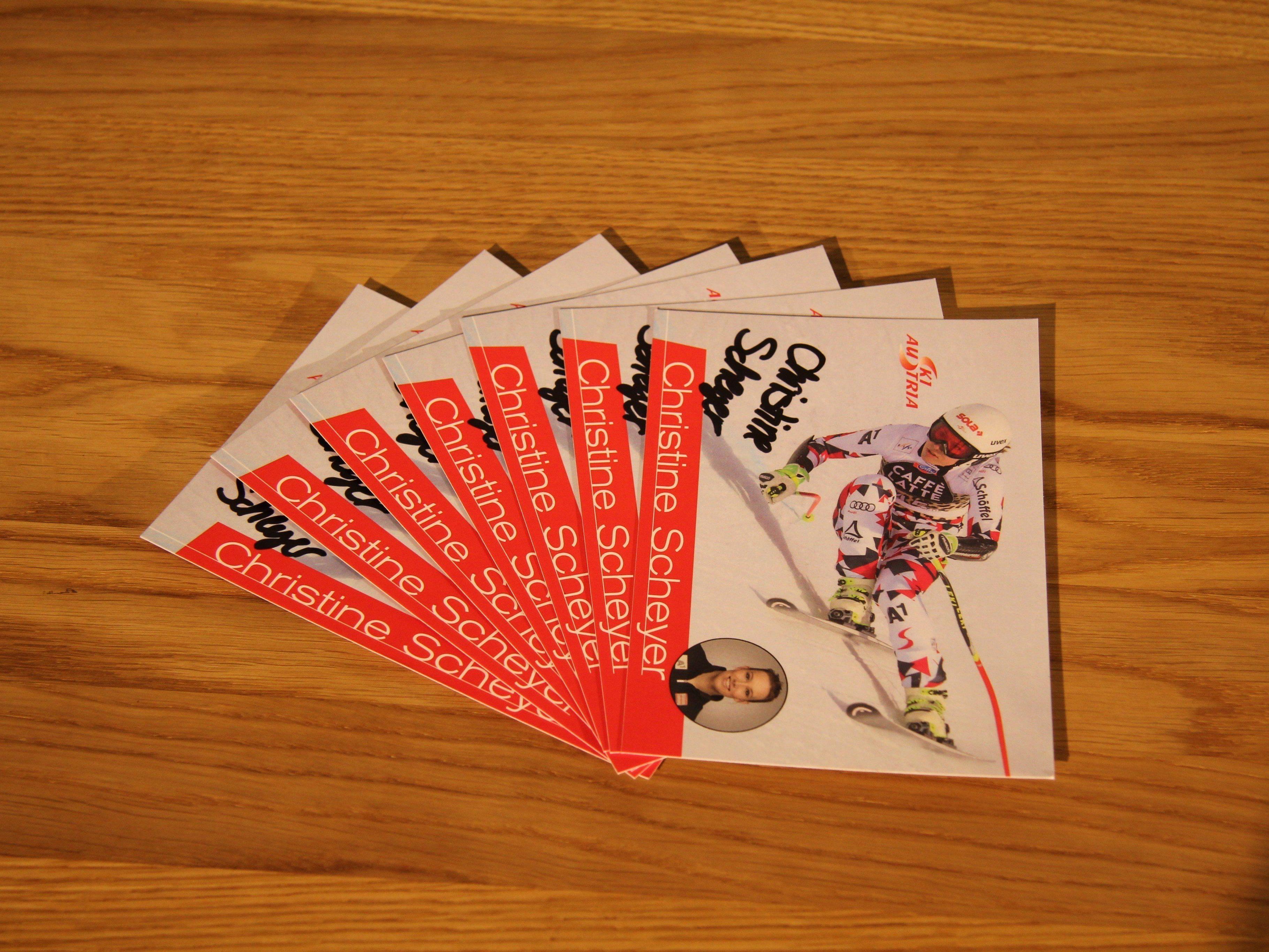 Gewinnen Sie eine von sieben Autogrammkarten von Christine Scheyer.