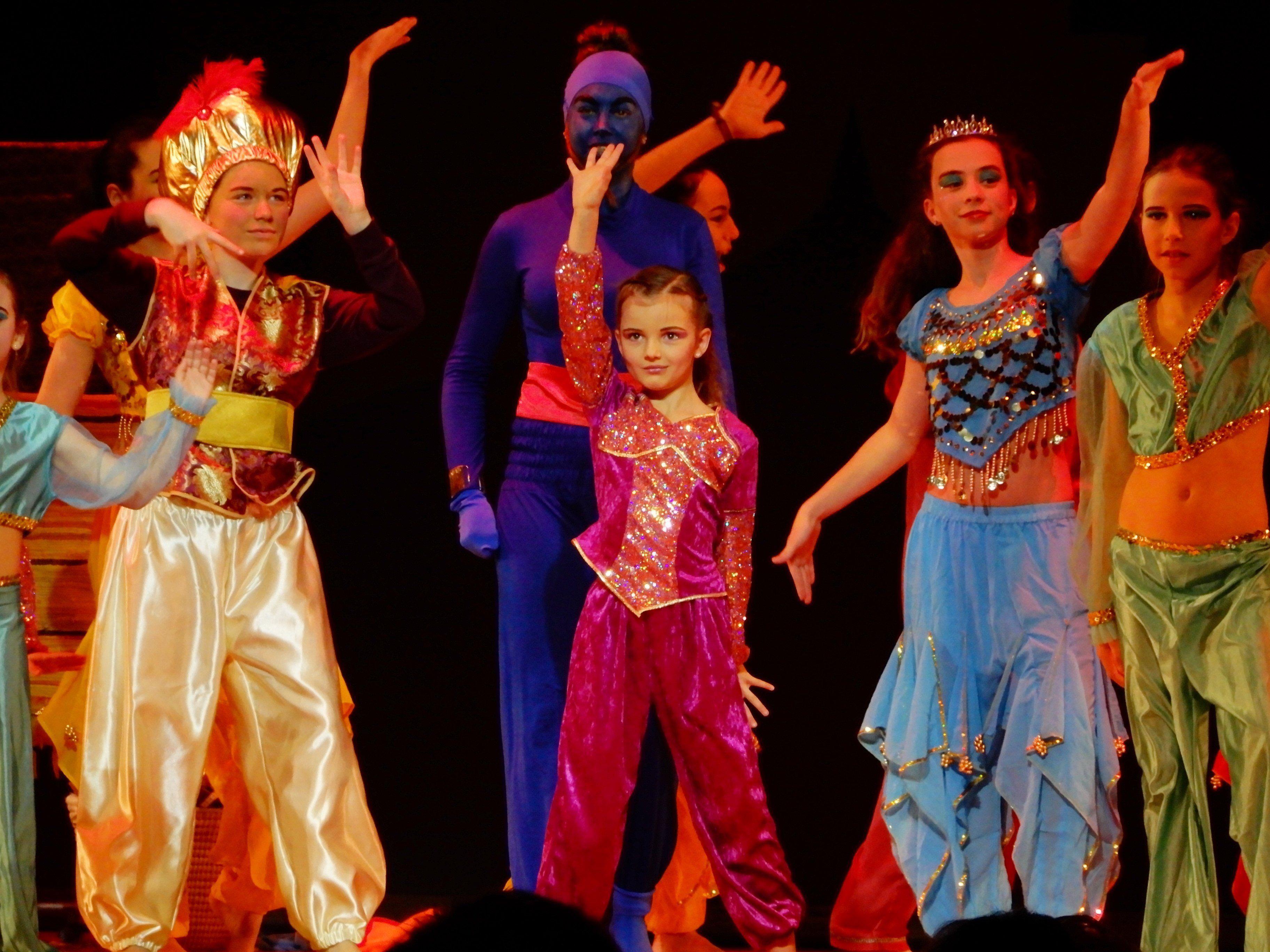 """Die Mühlebacher Kinder- und Teenietanzgruppe begeisterte mit ihrem Auftritt """"Aladdin und die Wunderlampe""""."""