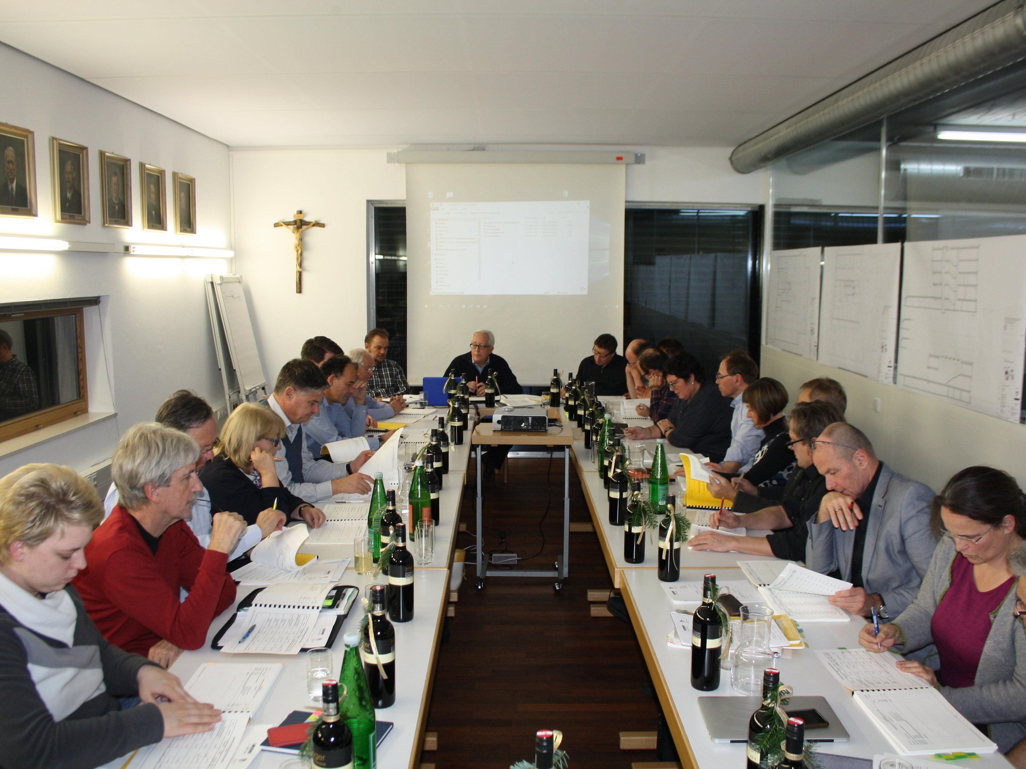 Mit Stimmen aus allen Fraktionen (Abstimmungsverhältnis 20:7) hat die Lochauer Gemeindevertretung am 15. Dezember 2016 das Budget für das Jahr 2017 mit einem Gesamtrahmen von 18.951.300 Euro beschlossen.