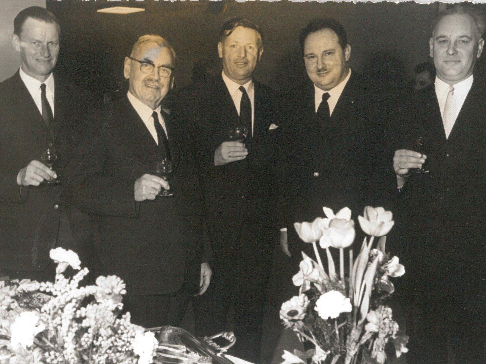 Der damalige Lochauer Bürgermeister Michael Mangold (2. von links) mit Bgm. Josef Degasper (Eichenberg), Bgm. Dr. Karl Tizian (Bregenz), Gemeinderat Josef Rupp (Lochau) und Bgm. Severin Sigg (Hörbranz) bei der Verleihung der Ehrenbürgerschaft am 11. März 1967.