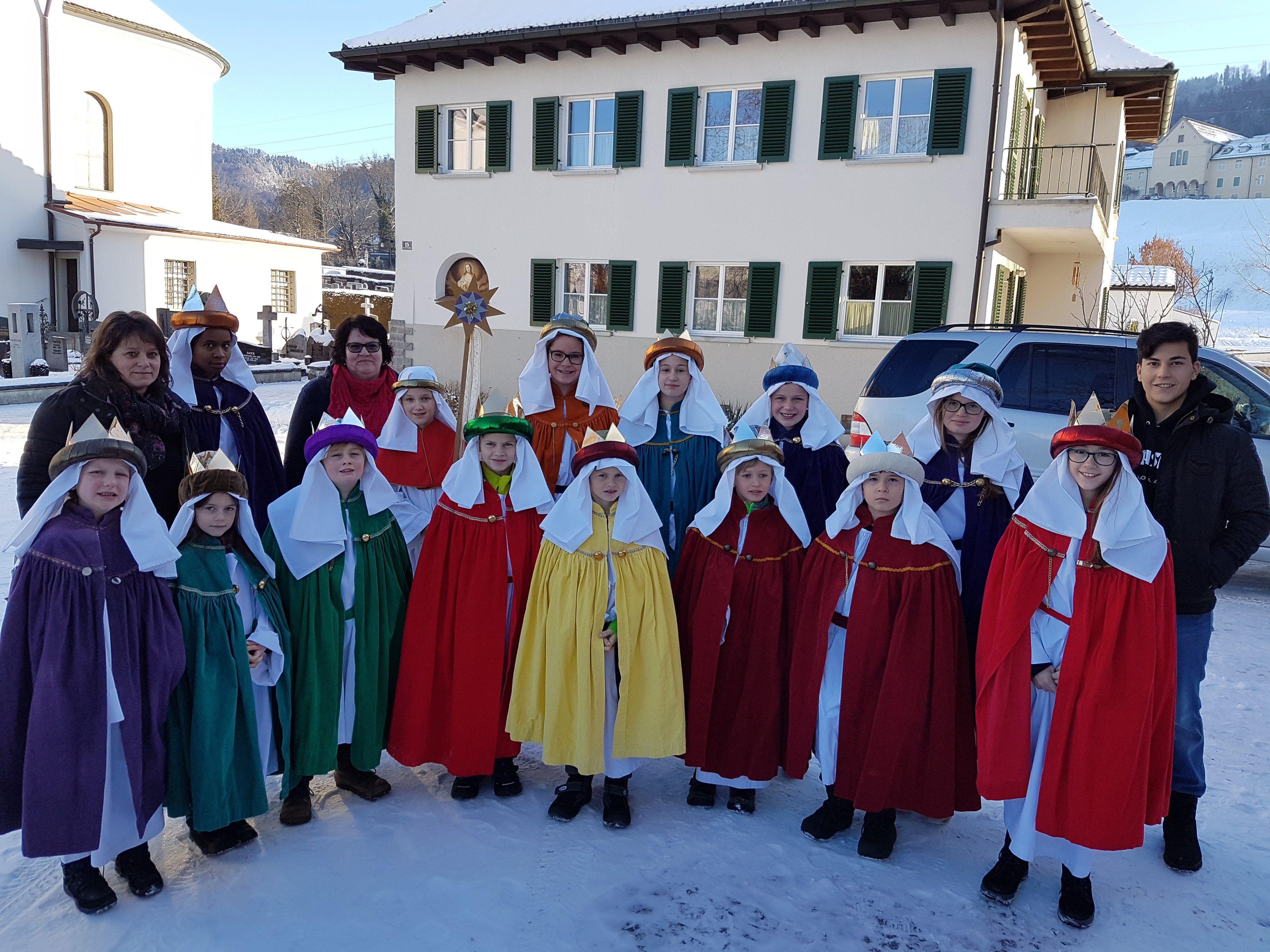 Die Sternsinger trugen auch in Lochau die frohe Botschaft von der Geburt Jesu von Haus zu Haus und sammelten für verschiedene Hilfsprojekte in aller Welt.