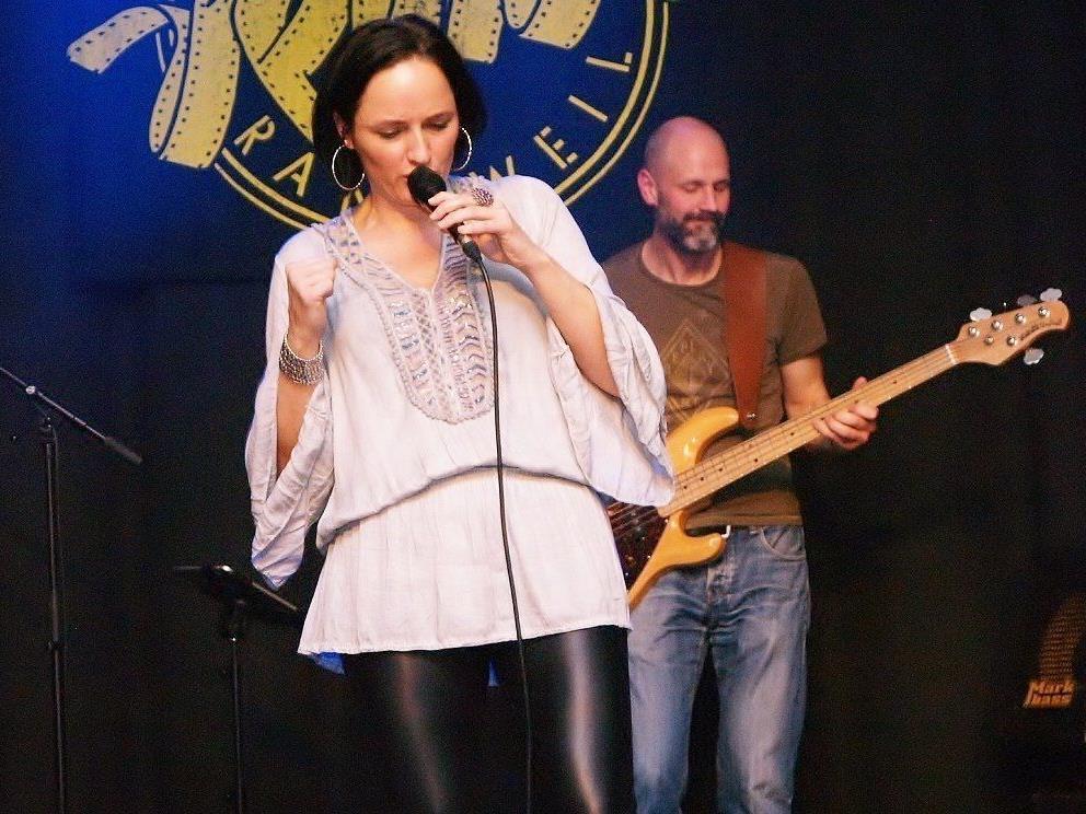 """Am Freitag, den 27. Jänner 2017 präsentiert Aja Zischg gemeinsam mit ihrer """"soul group"""" im Kammgarn das neue Programm."""