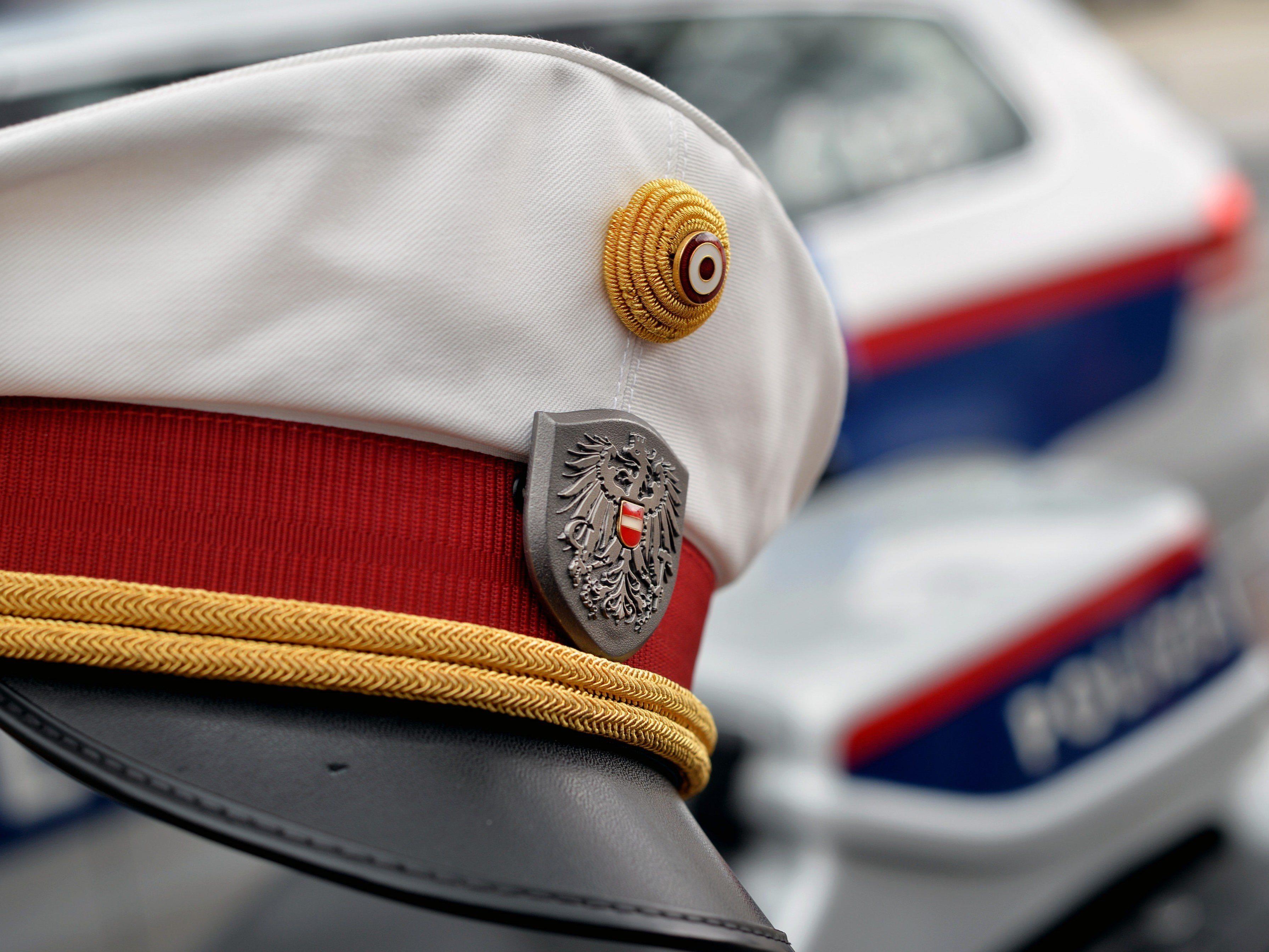 Die Polizei sucht Zeugen des Vorfalls.