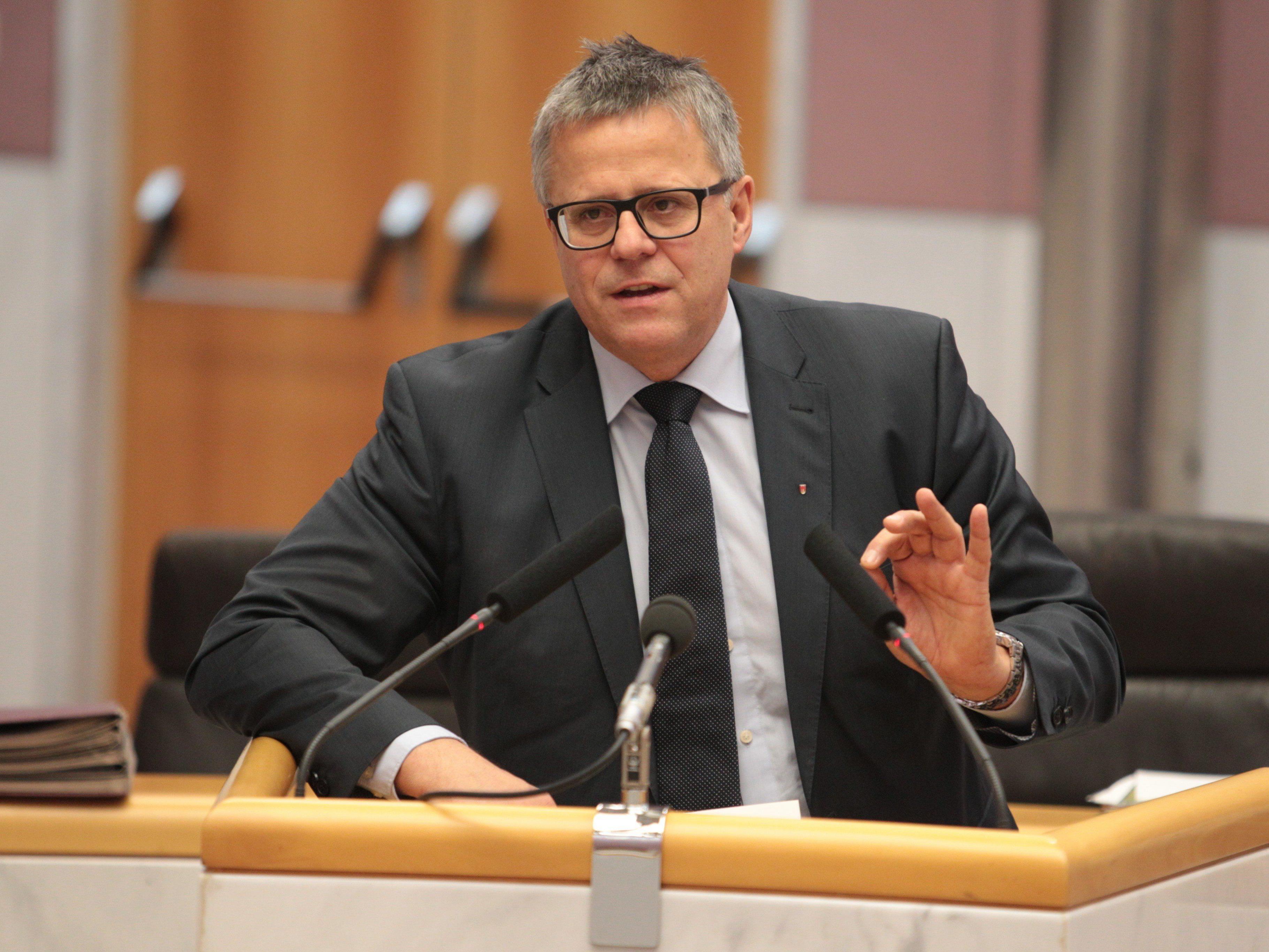 Der Vorarlberger ÖVP-Klubobmann Frühstück kann den Wunsch nach Neuwahlen von Michael Ritsch (SPÖ) nicht verstehen.