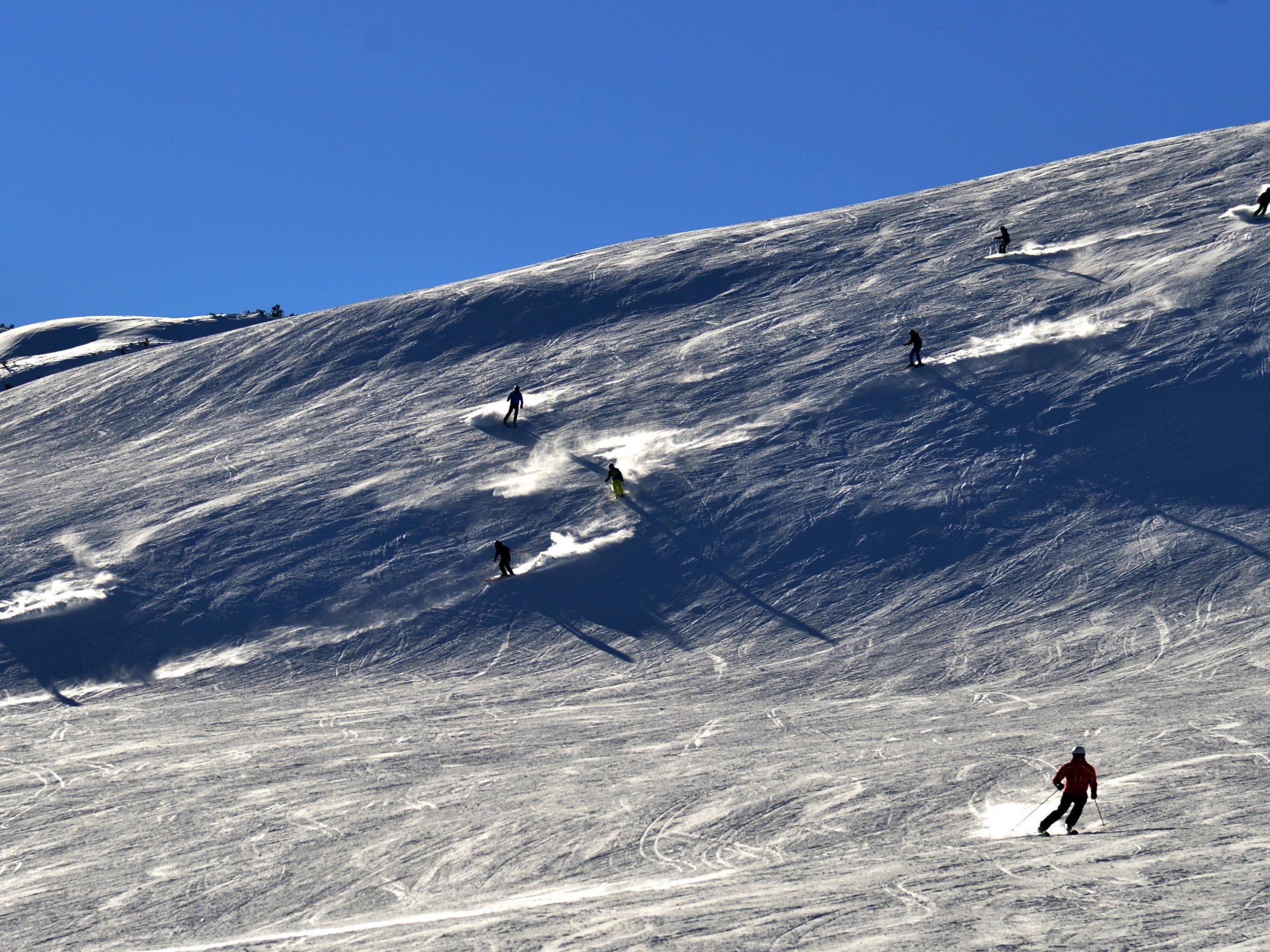 Bei einem Skiunfall in Lech wurde eine Frau verletzt.