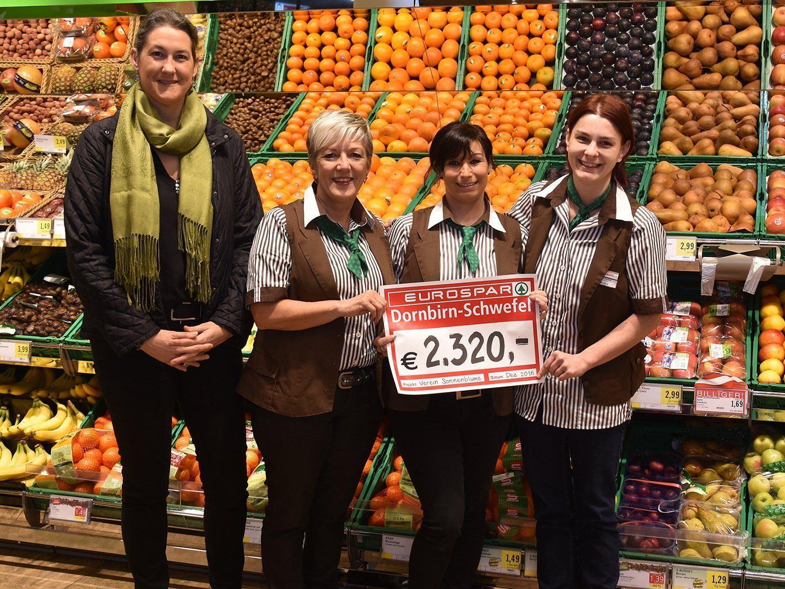 (v.l.) Manuela Ortner vom Verein Sonnenblume, Christine Mesaritsch, Sandra Ciccolella und Nicole Plevnik vom EUROSPAR Dornbirn-Schwefel