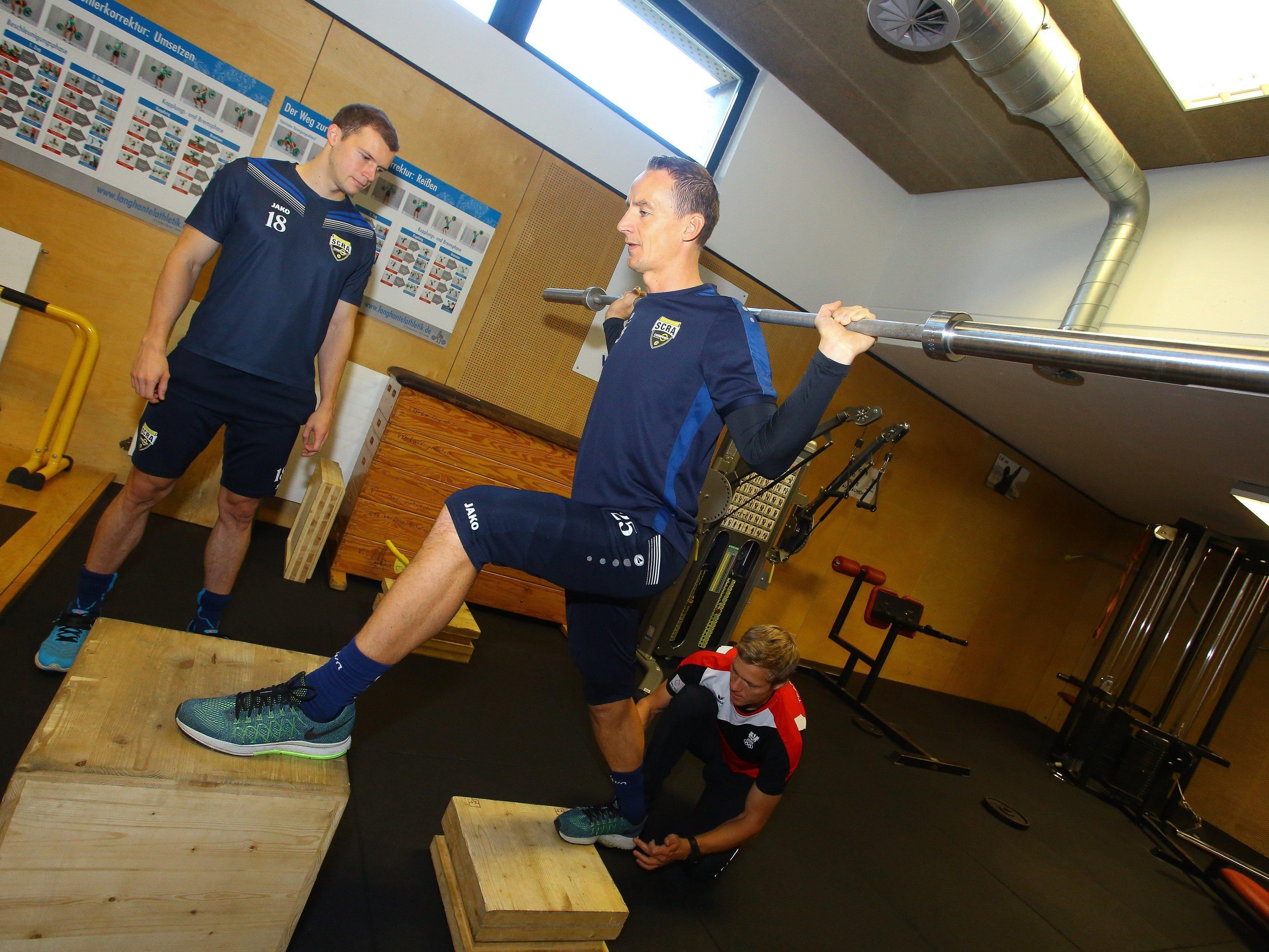 Die Altach-Profis Hannes Aigner und Jan Zwischenbrugger beim Training im Olympiazentrum.