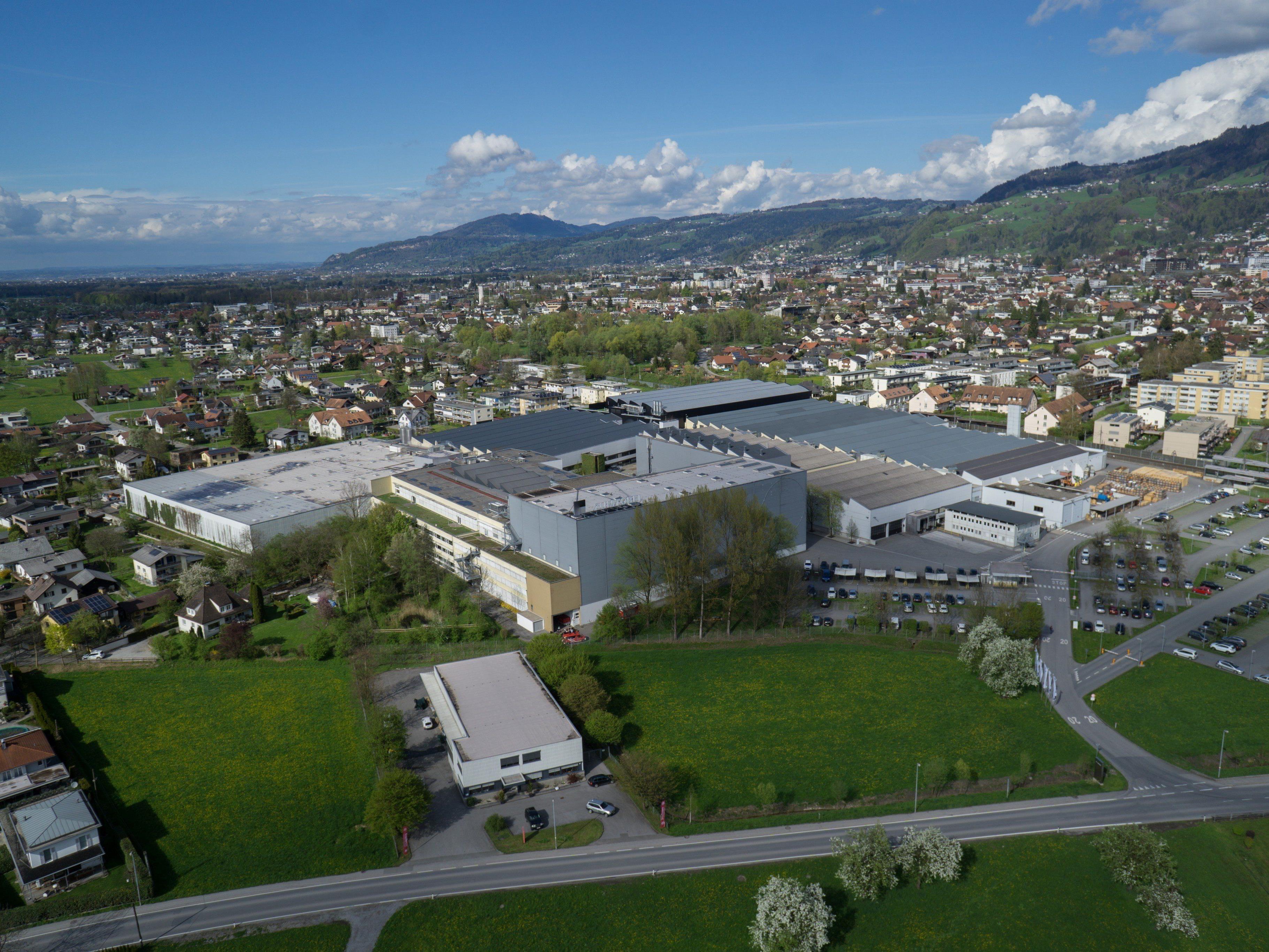 Zumtobel ist für die Beleuchtung vom Bahnhof Zugspitze und vom Olympia-Eislaufzentrum in Garmisch-Partenkirchen zuständig.