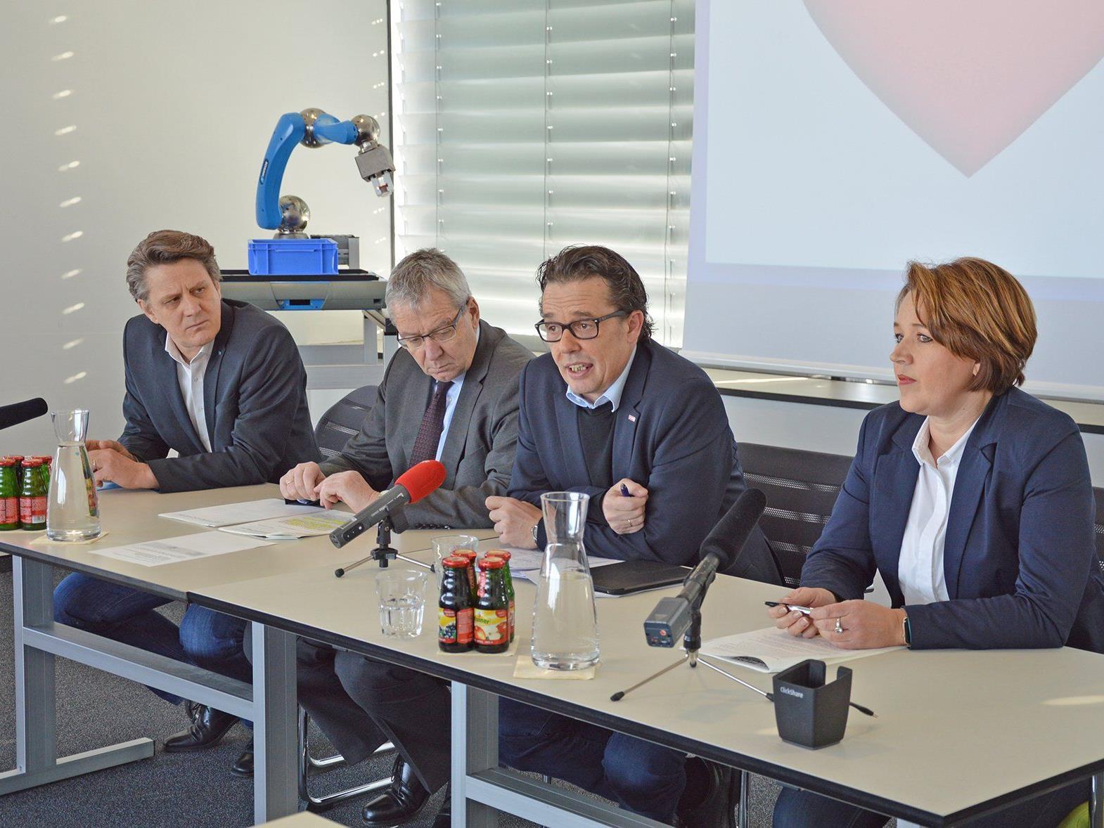 Christian Beer (Inhaber und Geschäftsführer der Heron-Gruppe und Servus Intralogistics), LSth. Karlheinz Rüdisser, Wirtschaftskammer-Präsident Hans Peter Metzler und Andrea Kaufmann (Bürgermeisterin Stadt Dornbirn.