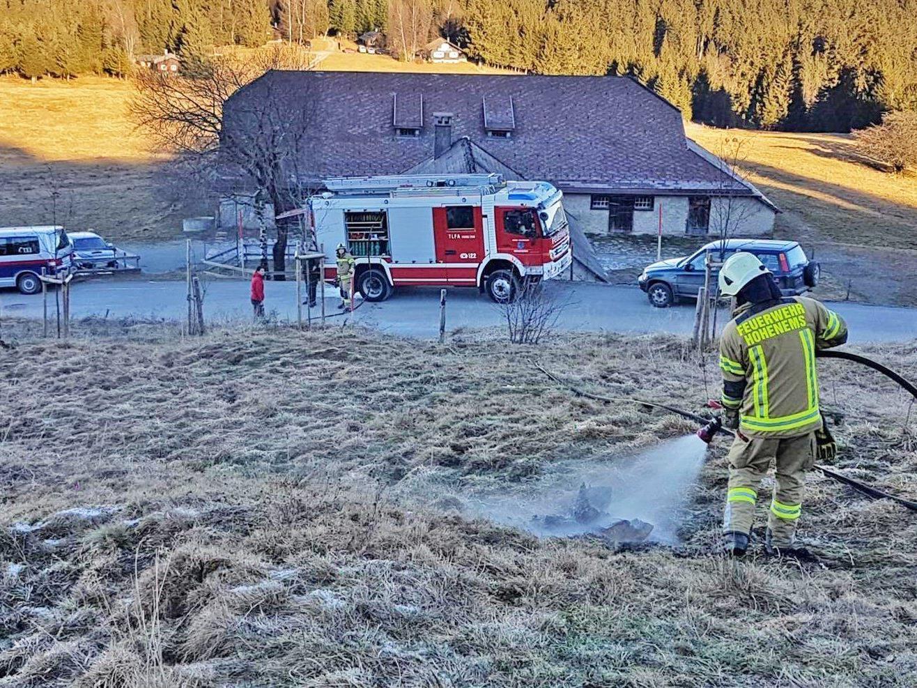 Die Löscharbeiten in Schuttannen am Neujahrstag.