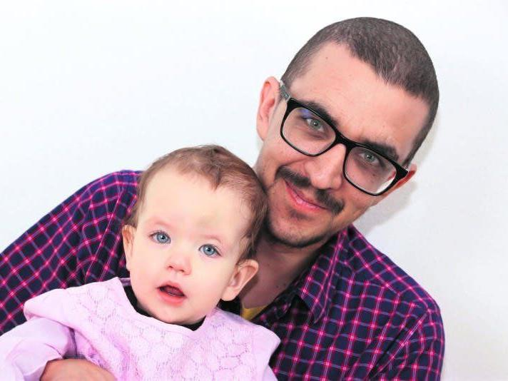 Stolzer Papa: Wolfgang mit seiner kleinen Tochter Anna-Lena.