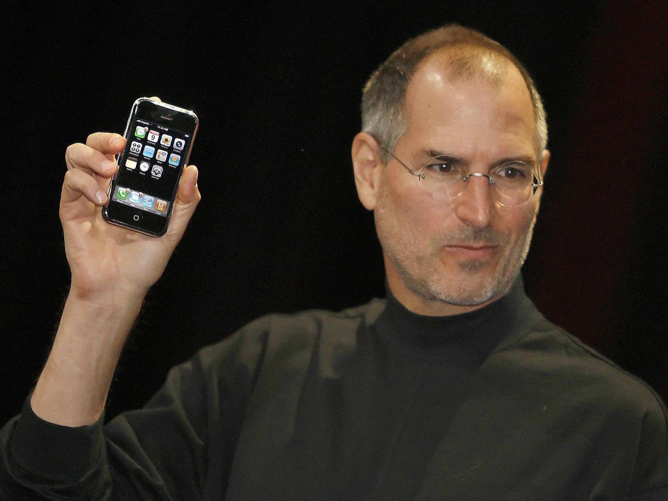 Mit der Vorstellung des ersten iPhones am 9. Januar 2007 veränderte Apple die Welt.