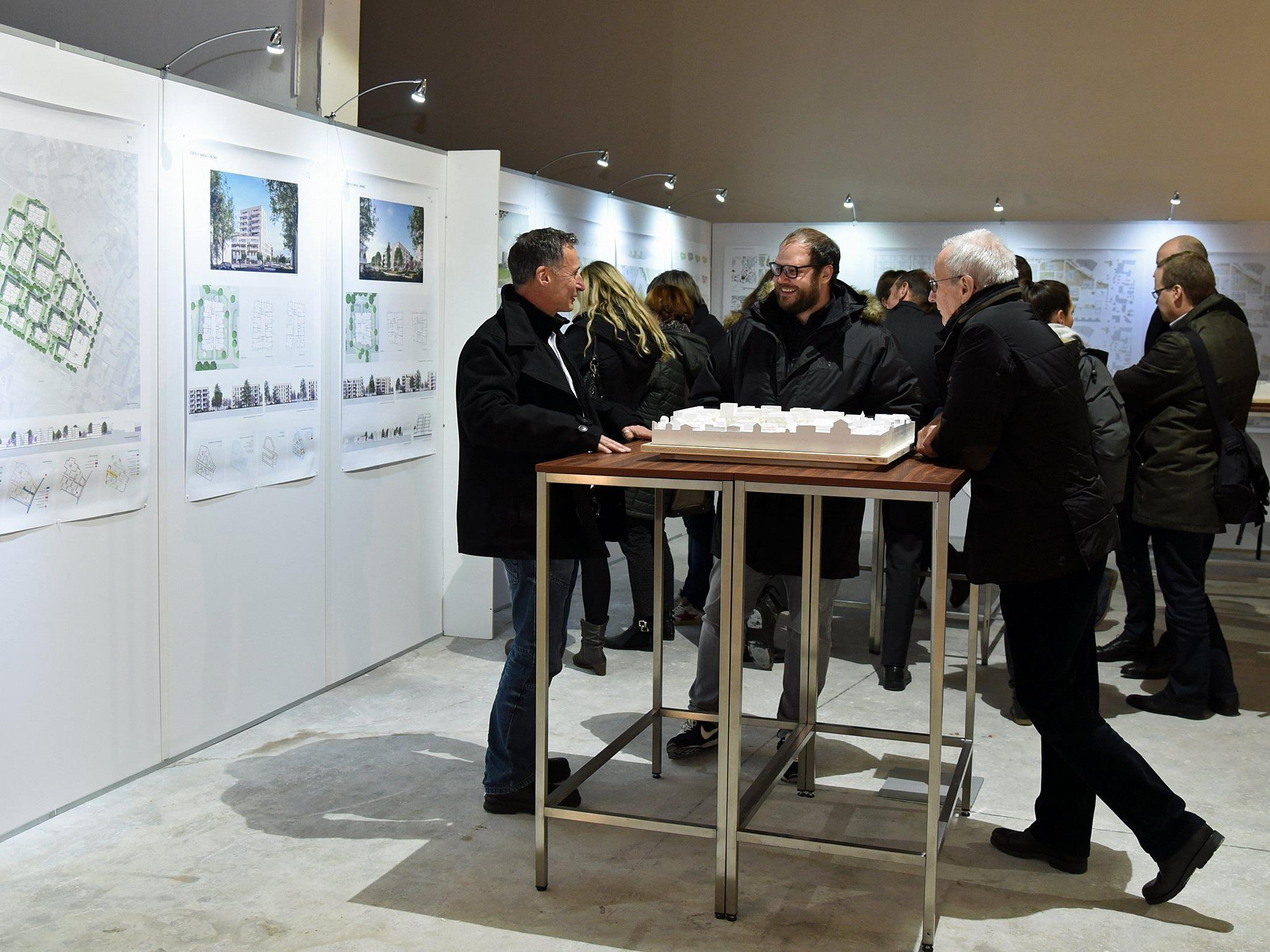 Nach der Projektpräsentation vor Stadtvertretern am Donnerstagabend (Bild) besuchten mehr als 250 Lindauer die Ausstellung am ersten Wochenende.