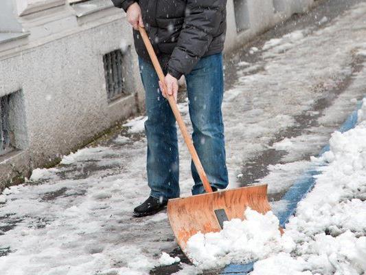 Weil ein Anrainer in der Brigittenau mit Schneeräumarbeiten nicht einverstanden war, zückte er ein Fleischmesser.