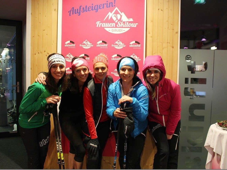 Fünf Frauen präsentierten die aktuelle Wintermode in Koblach